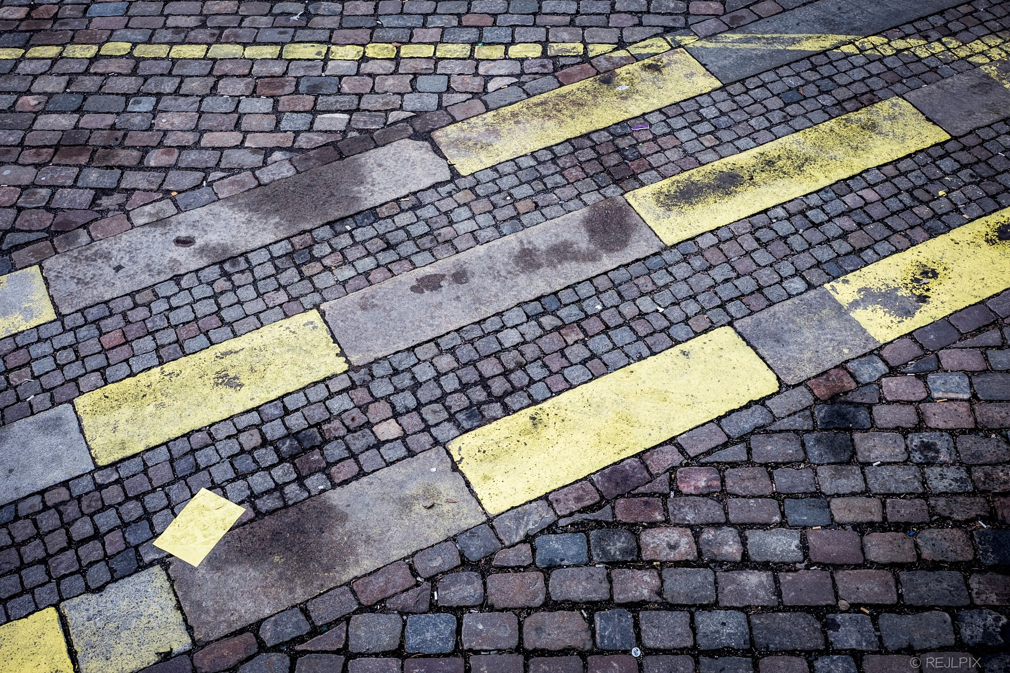 Yellow lines by REJL