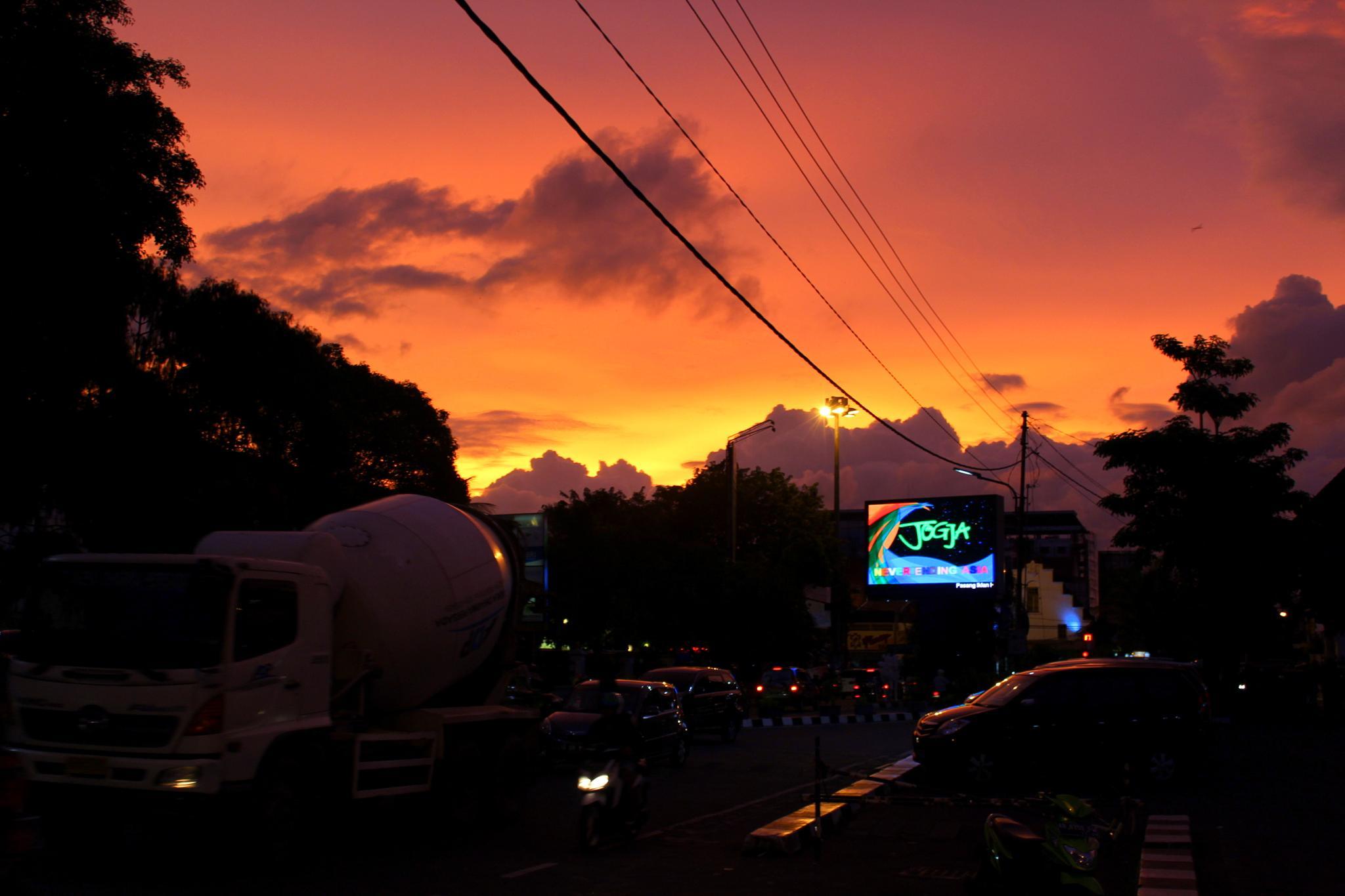 Sunset Yogyakarta by panktripe
