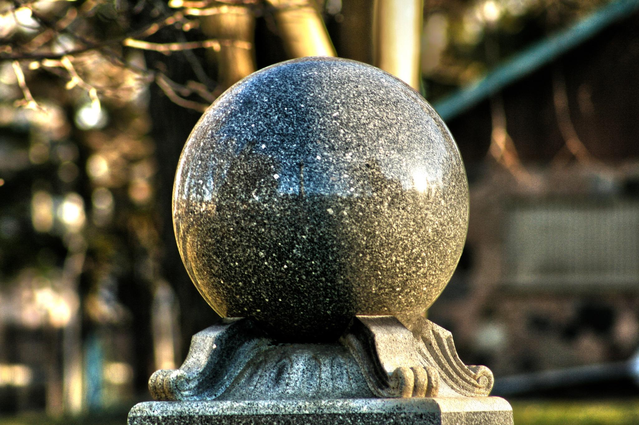 Globe Reflections by ʎpɐן uɐıpɐuɐɔ