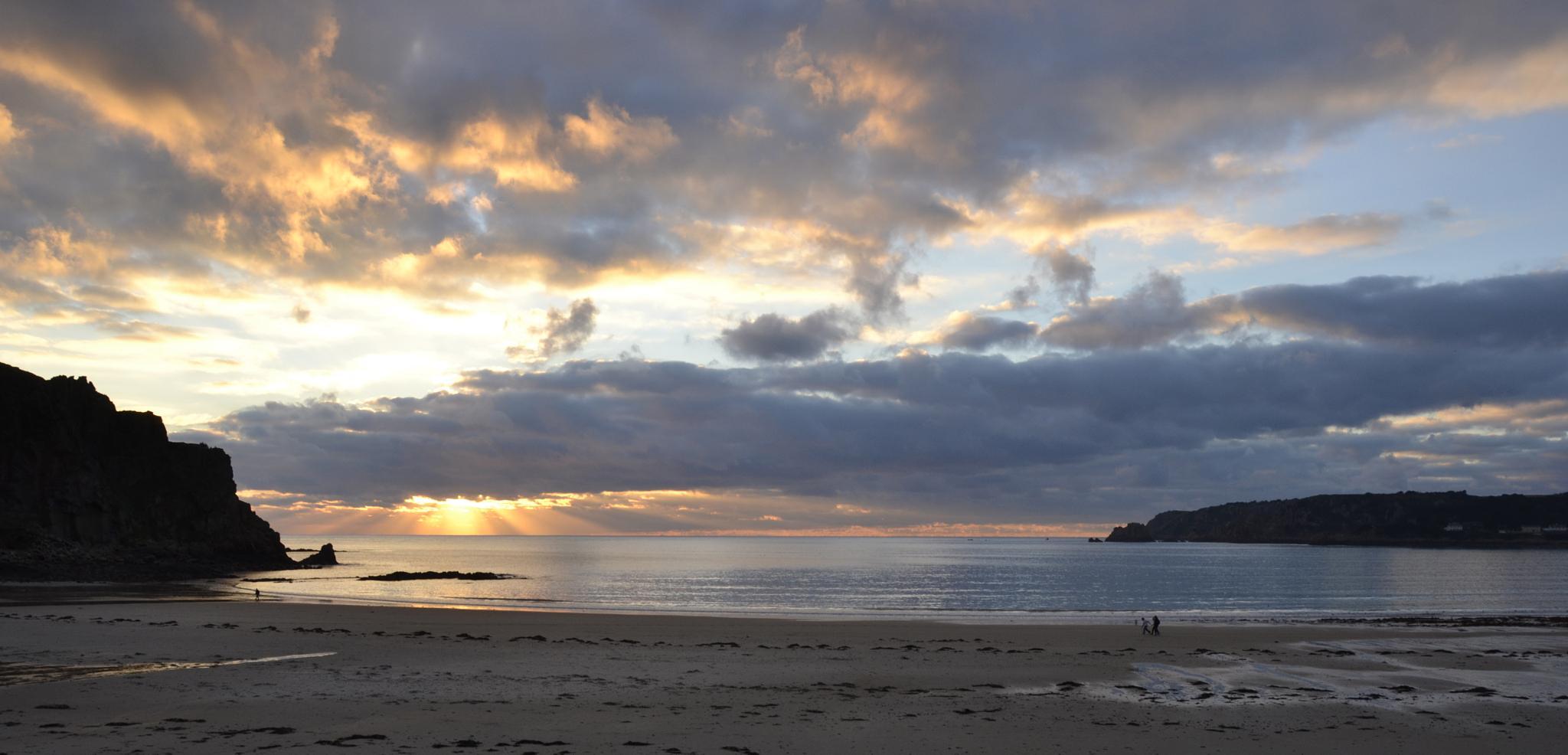 St Brelades Bay Sunset by trevor keville