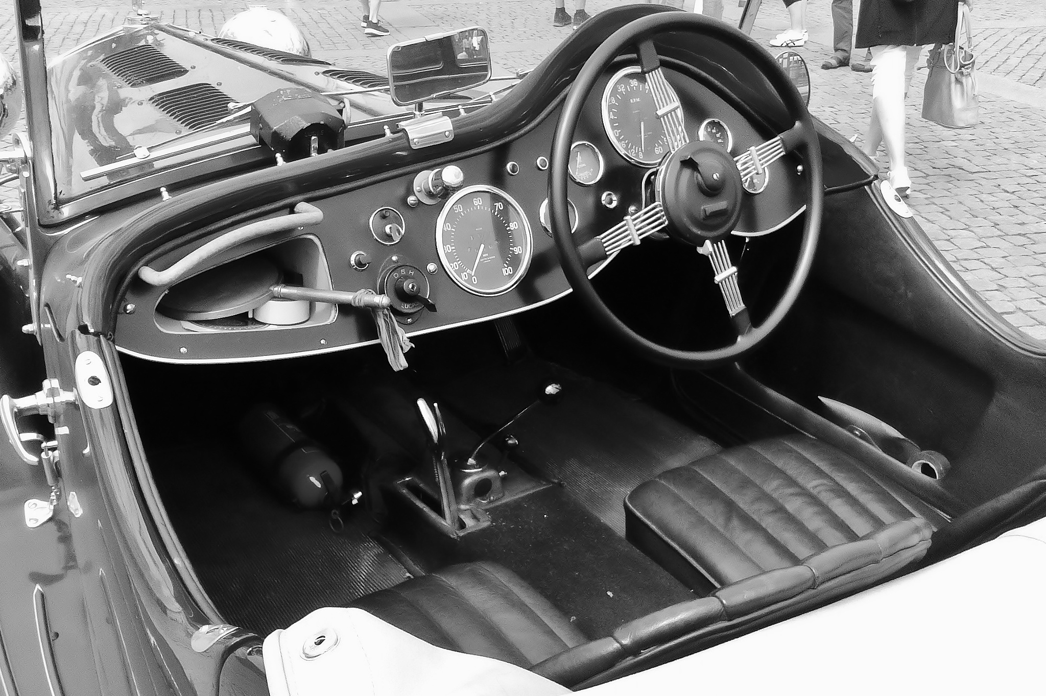 Classic MG roadster interior, no airbag, no GPS, no cellphone, no radio, but handmirror by rolf persson