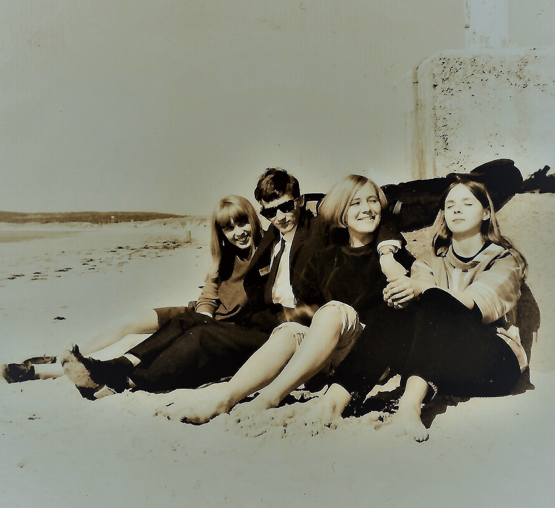 Selfie with retro-girls at the beach (happy days) by rolf persson