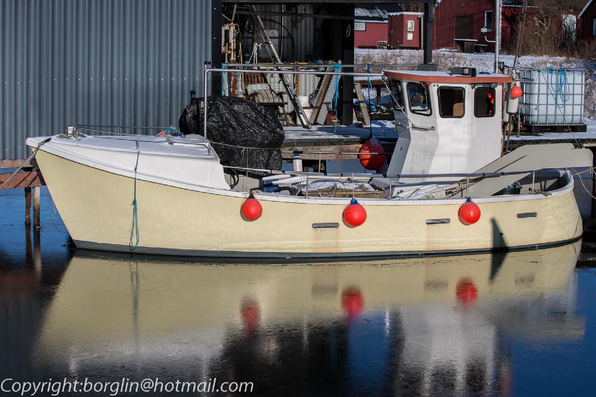 Fiskebåt                Fishing boat by Mats Borglin