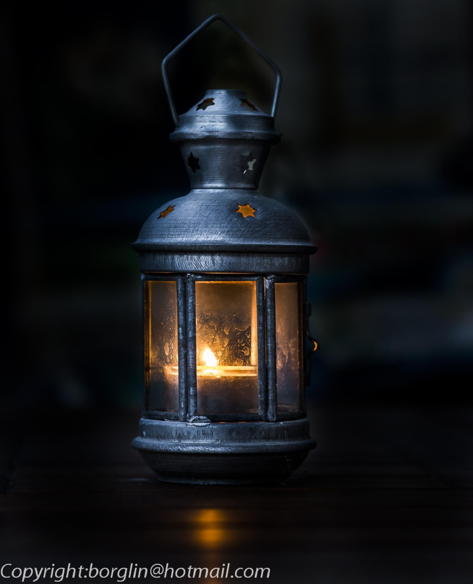 Ljus i mörkret på sommaren      Light in the darkness in summer by Mats Borglin