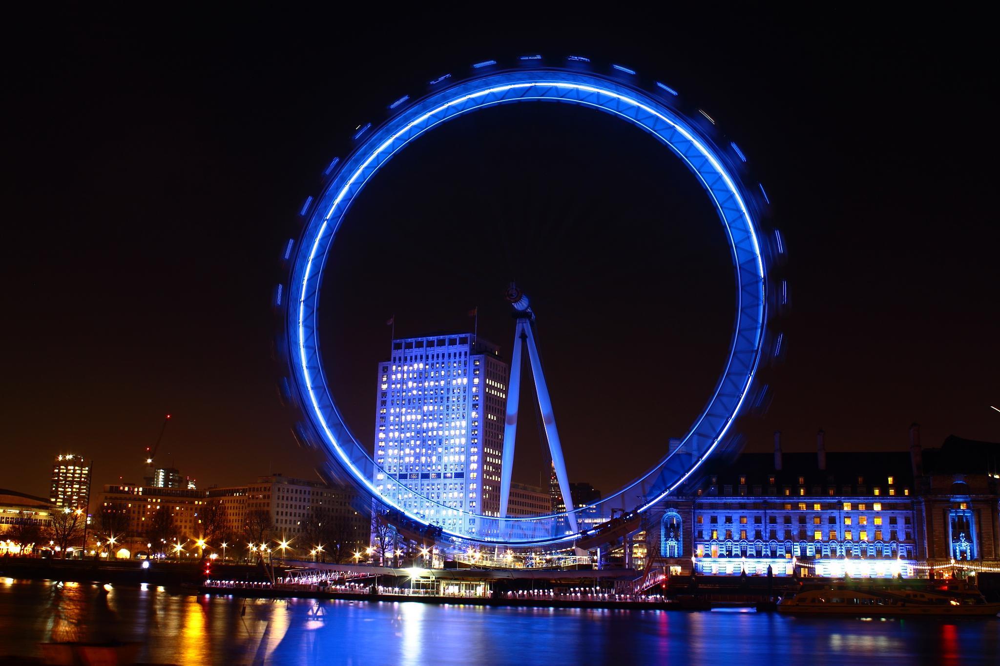 London Eye at Night - I by DerekLee