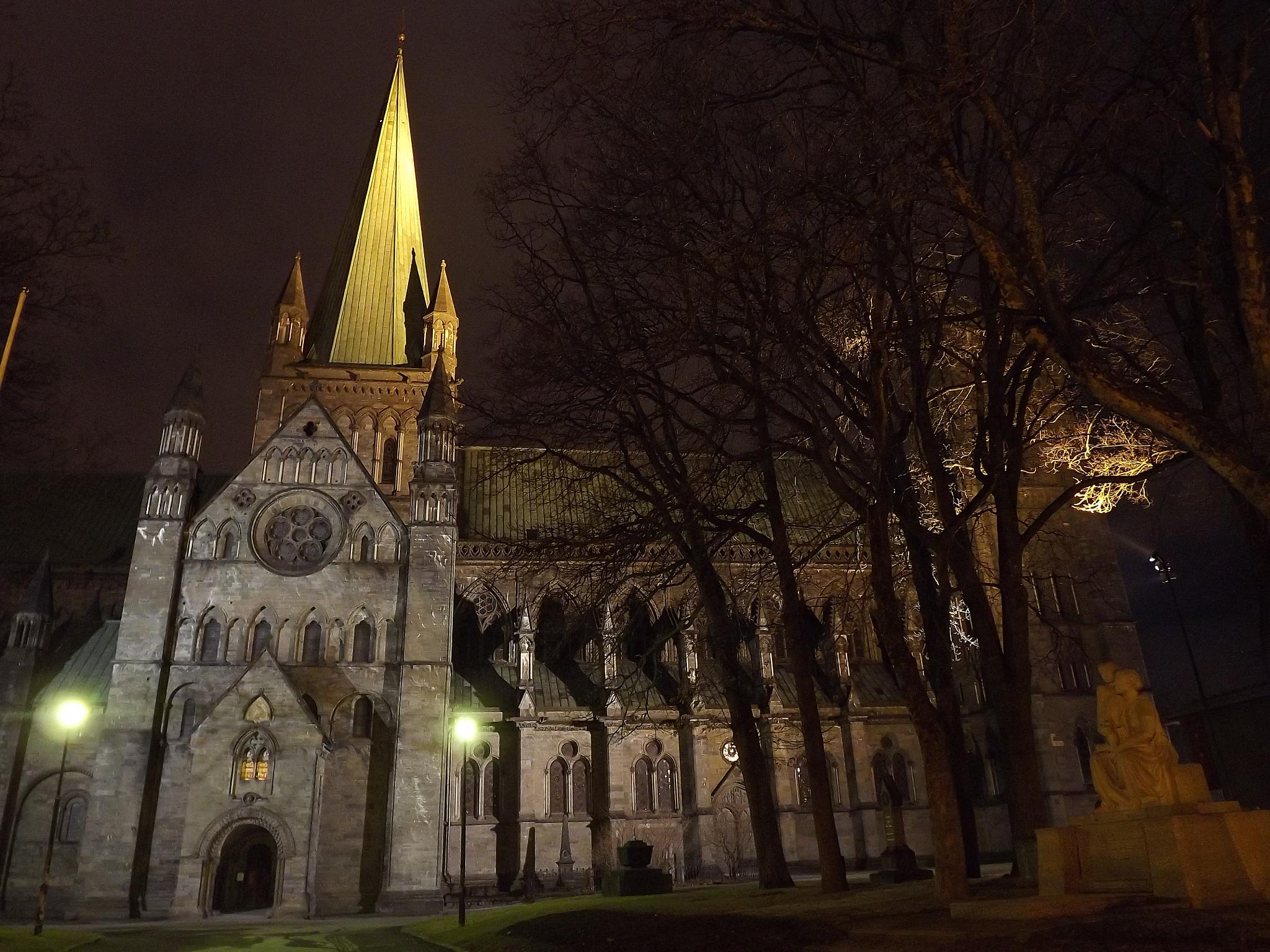 Trondheim cathedral by mdoleire