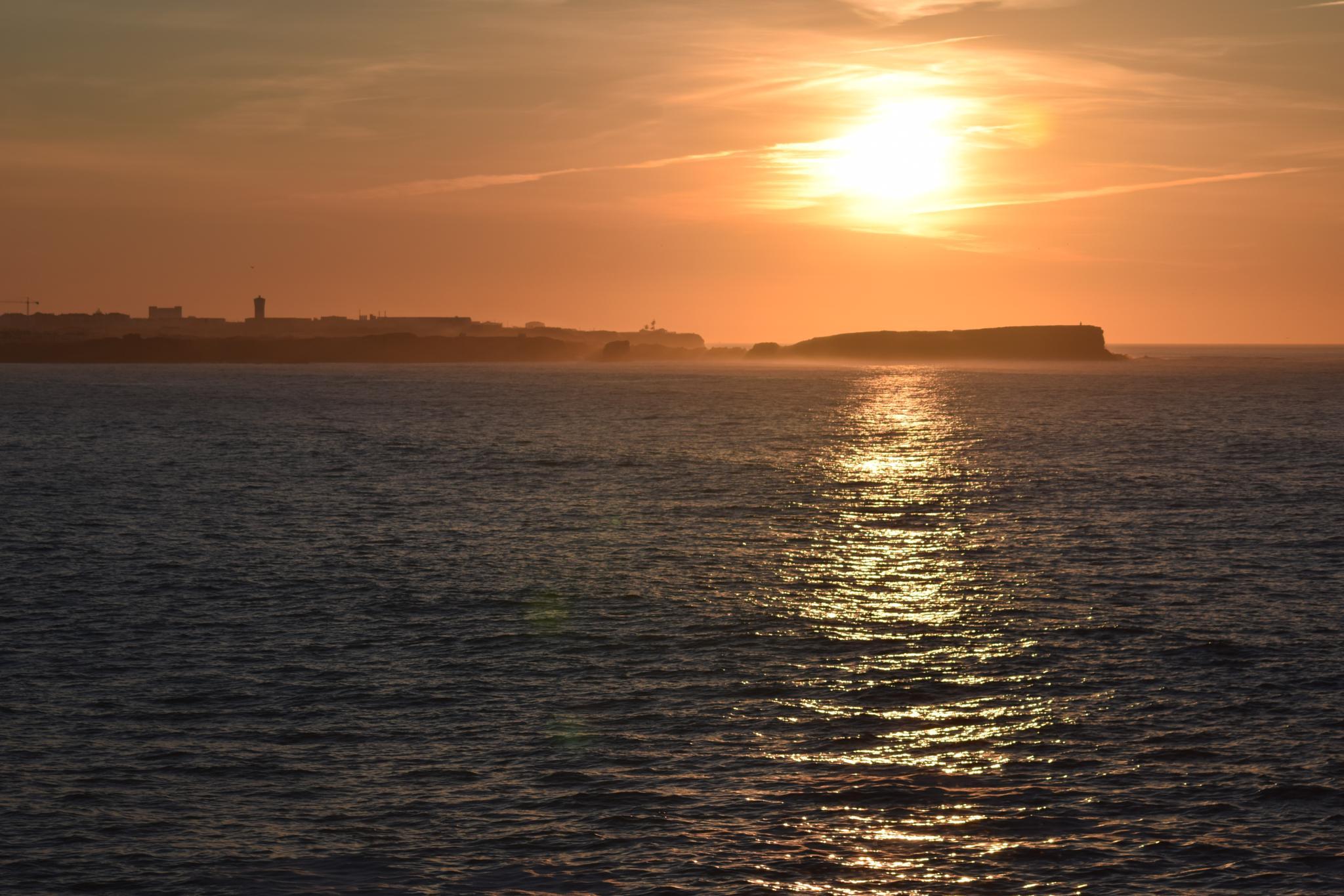 Sunset Peniche-Portugal. by Pedro Ferraz