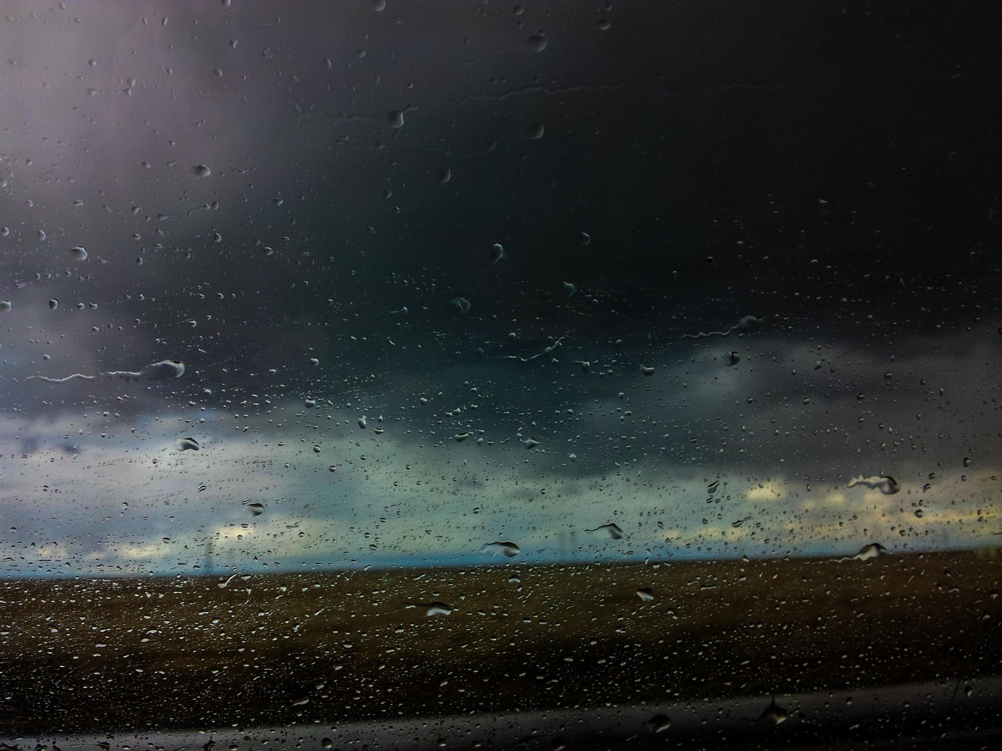 Rain drops at 80mph by MikeB28