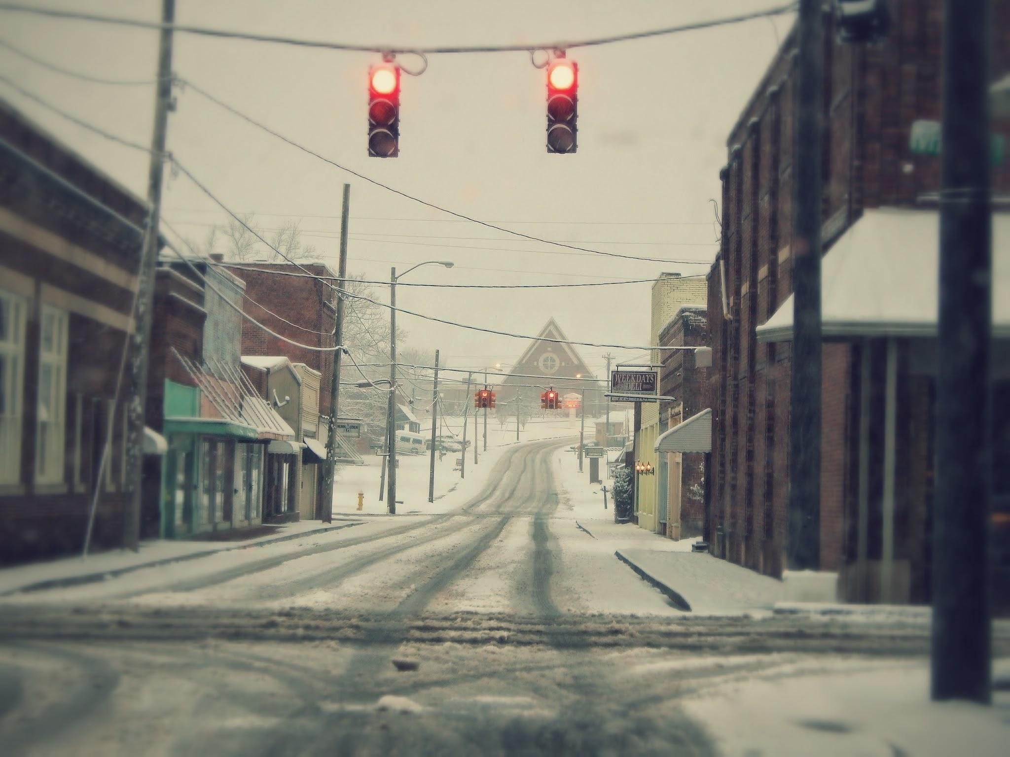 Snowy Main St by Cindy Eddy