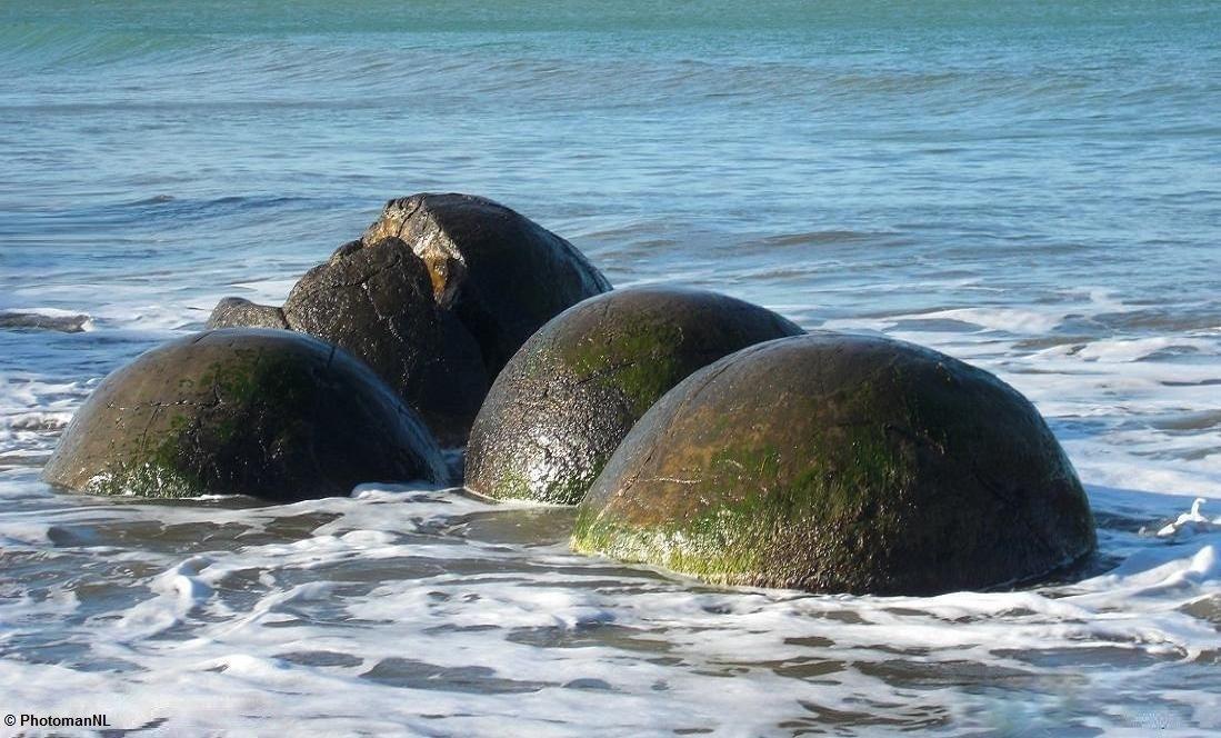 Moeraki boulders by PhotomanNL