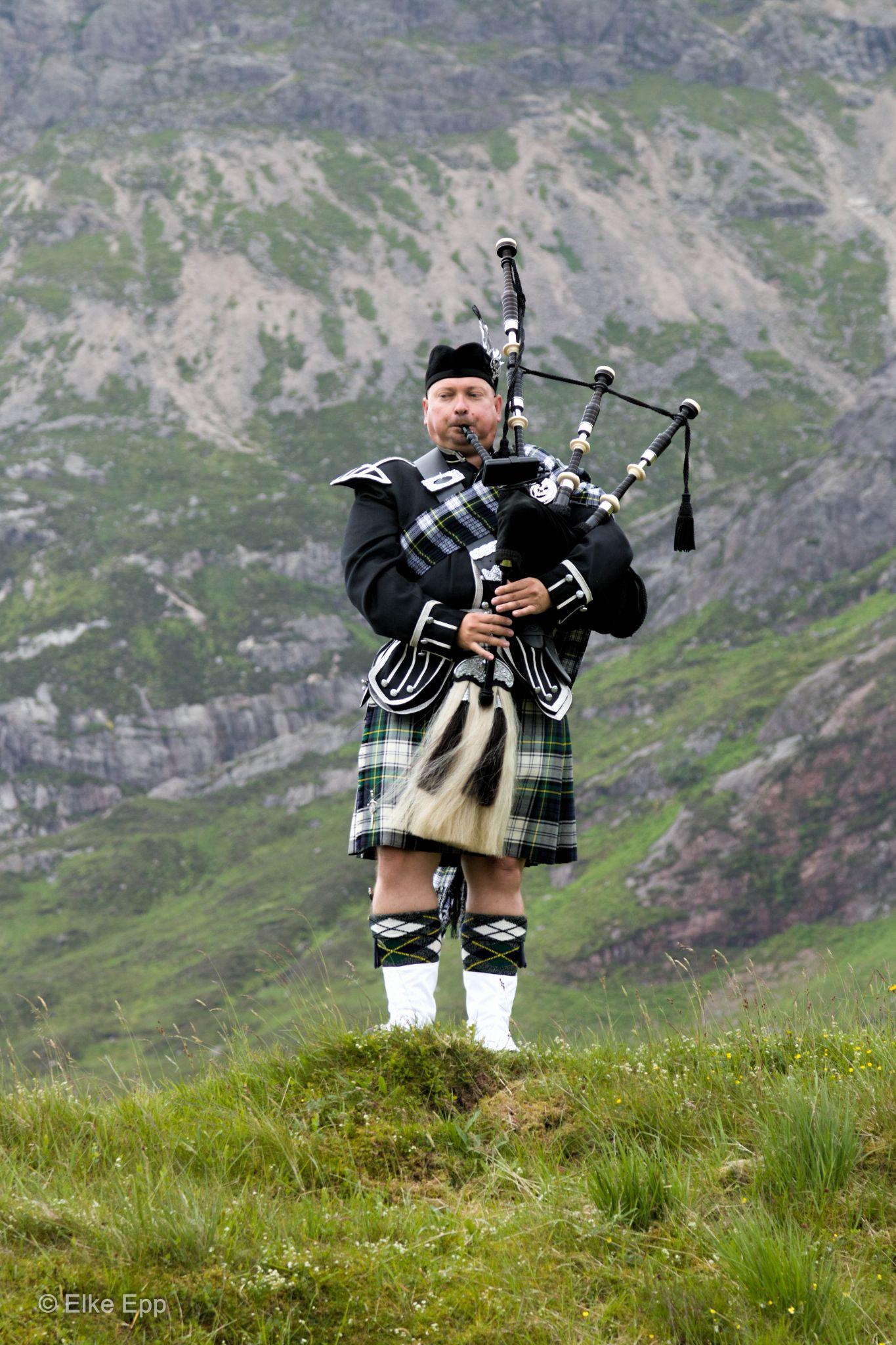 Highland Piper by elkeepp