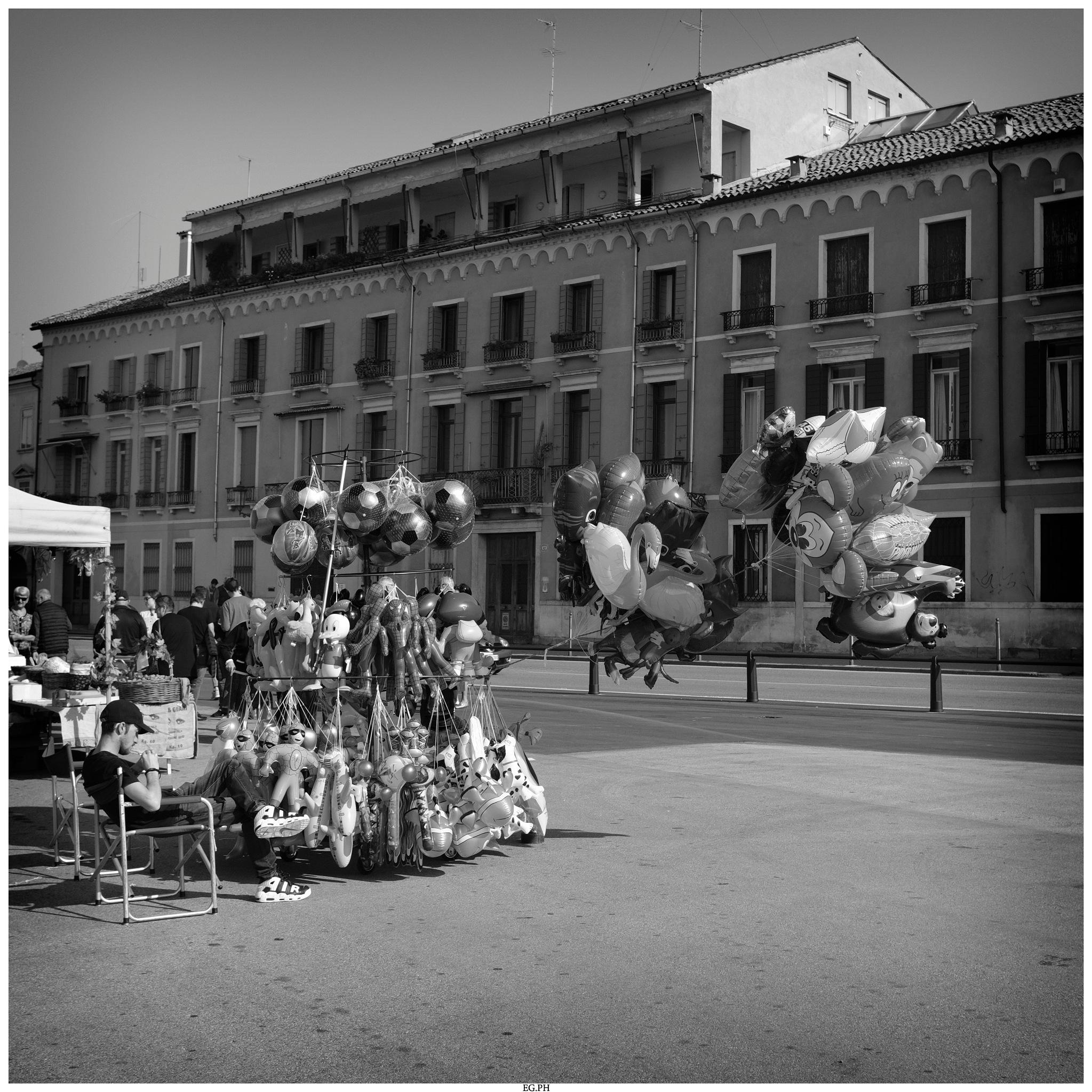 Balloons by Enrico Giacon