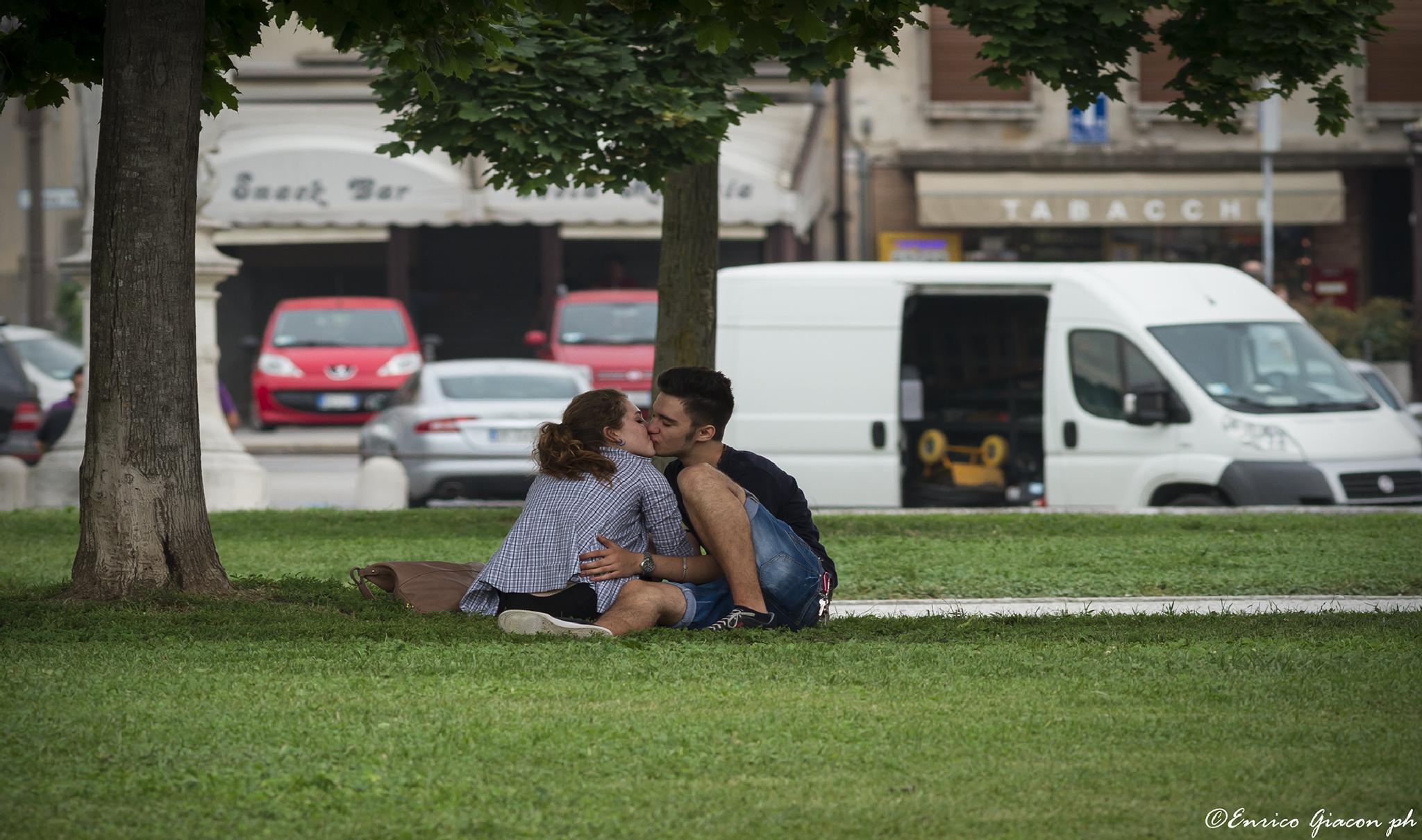Work break or  kiss break ? by Enrico Giacon