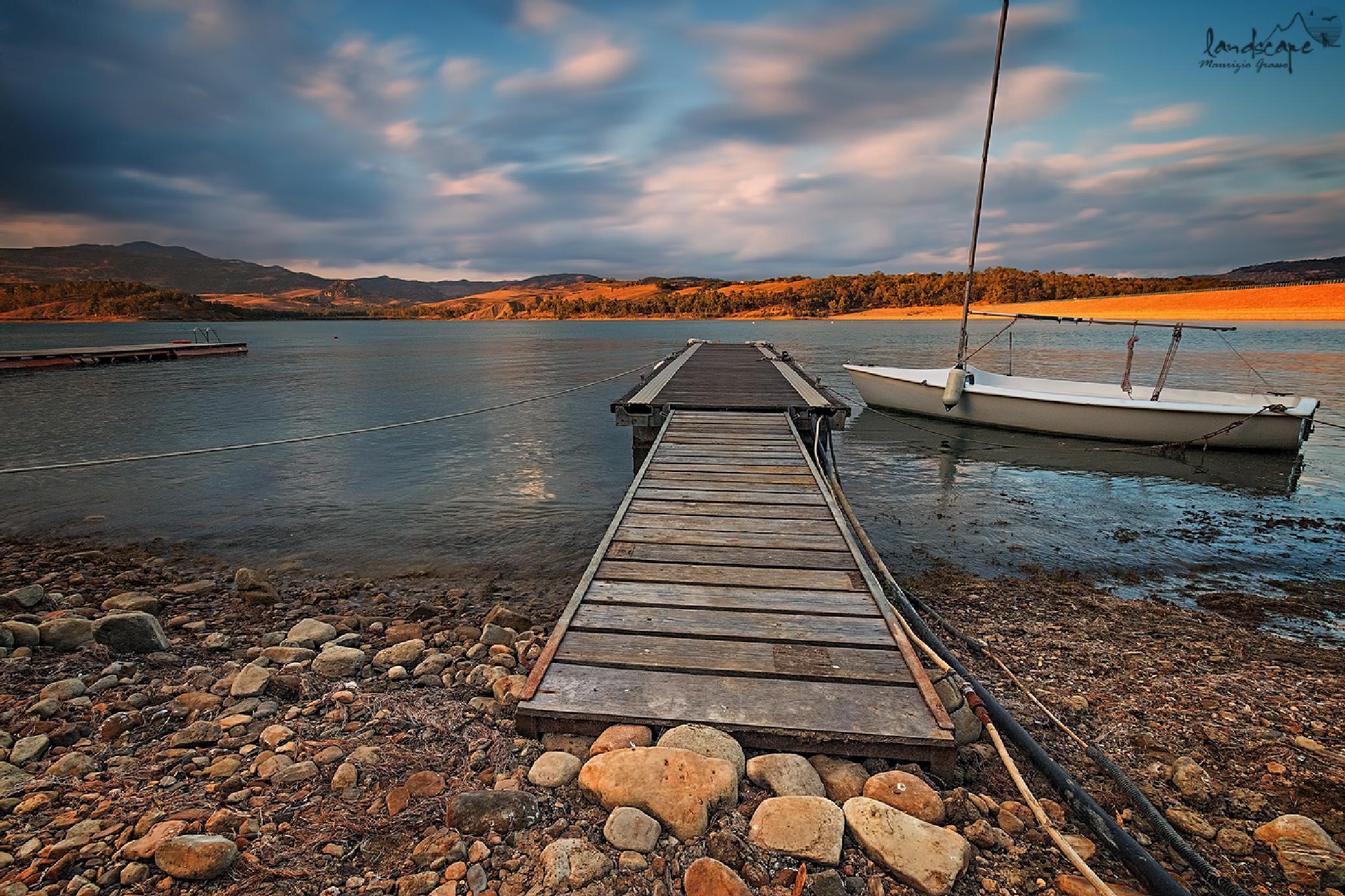 ...ultime luci sul lago by Maurizio Grasso