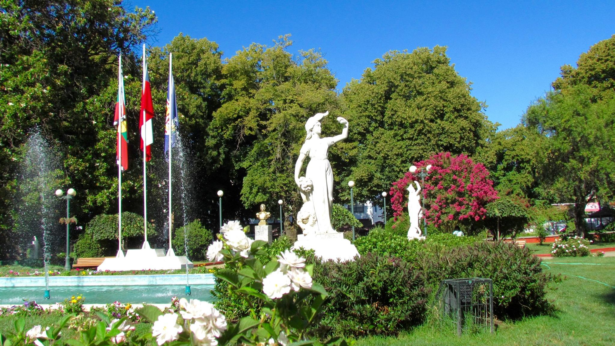 La Plaza de mi Pueblo ,Angol- Chile. by ricardoc2