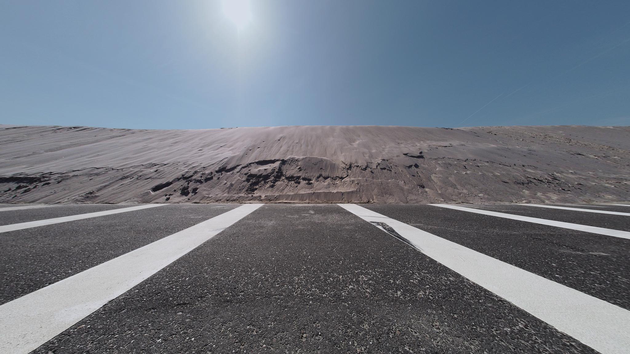 Parking space behind new dunes by Koos Fernhout