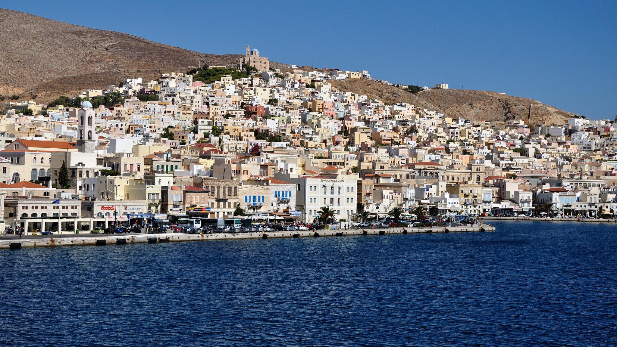 Syros island. by Stamatis Vlahos