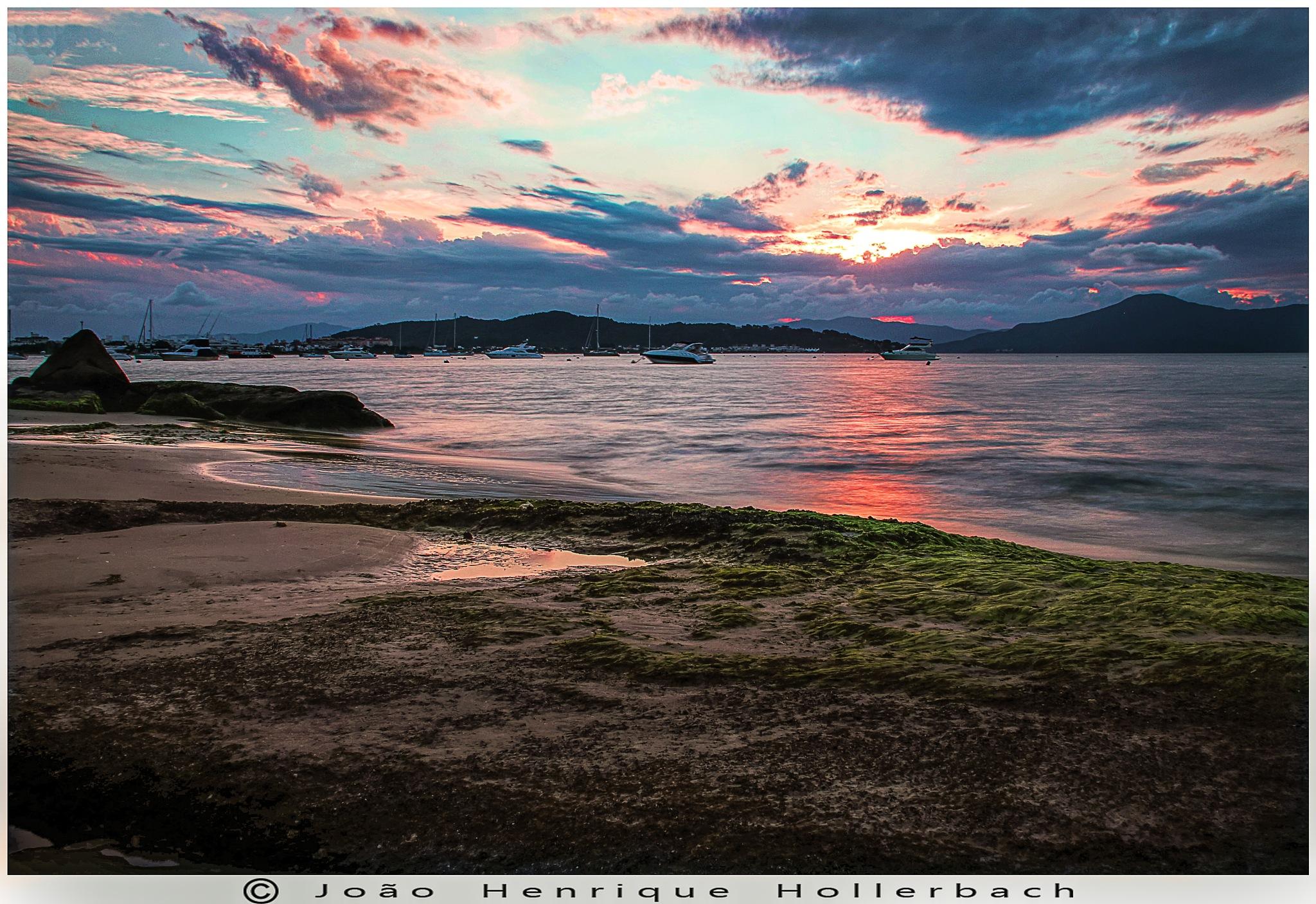 Sunset in Jurerê by João Henrique Hollerbach