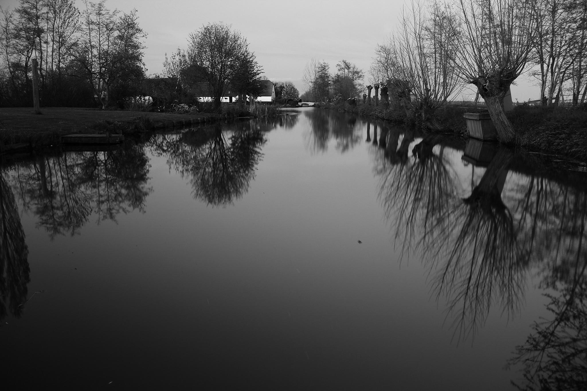 Dutch kanaal by Olle Möller