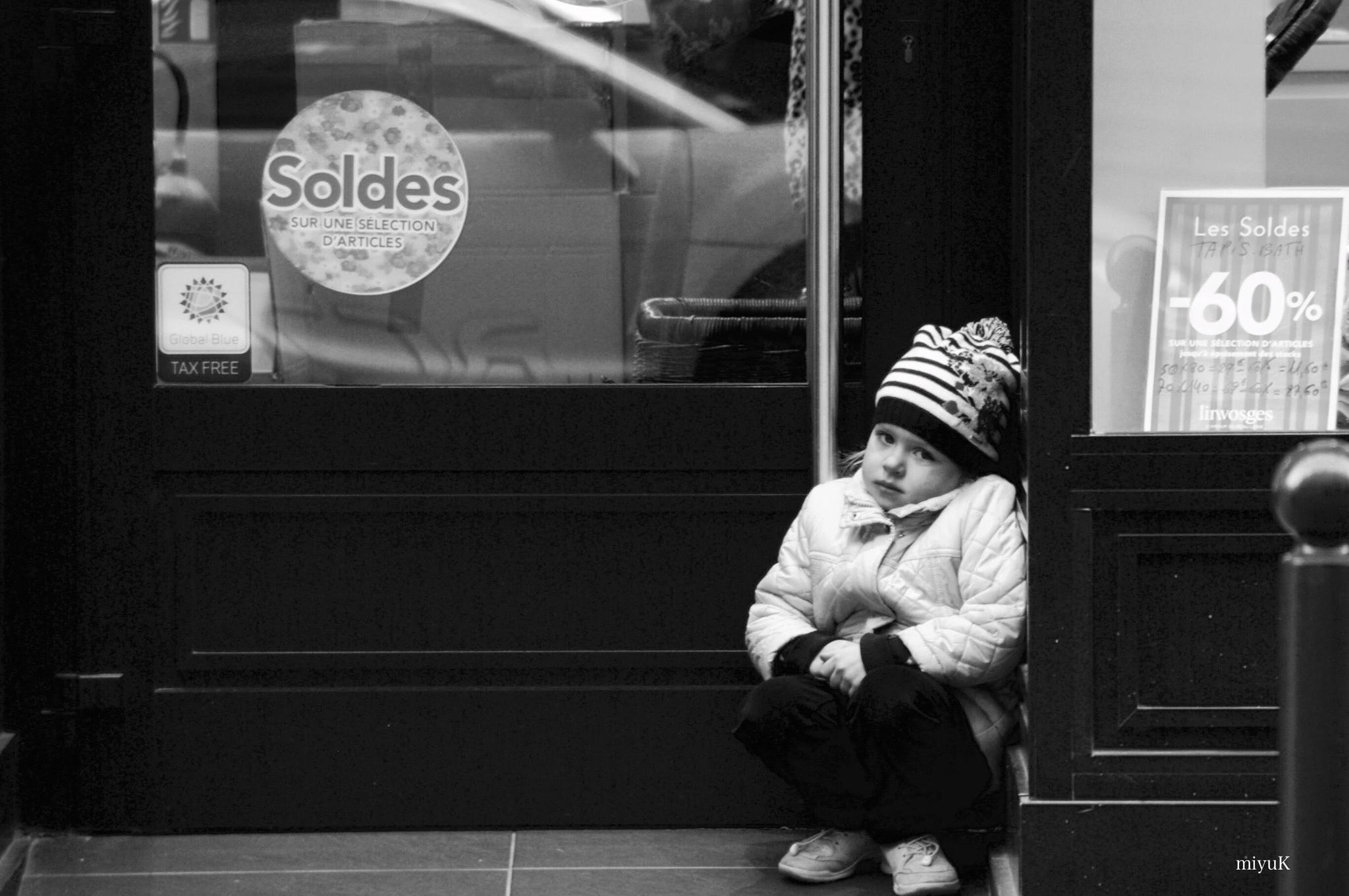 My photo walk Paris. Cute eyes... by miyuK