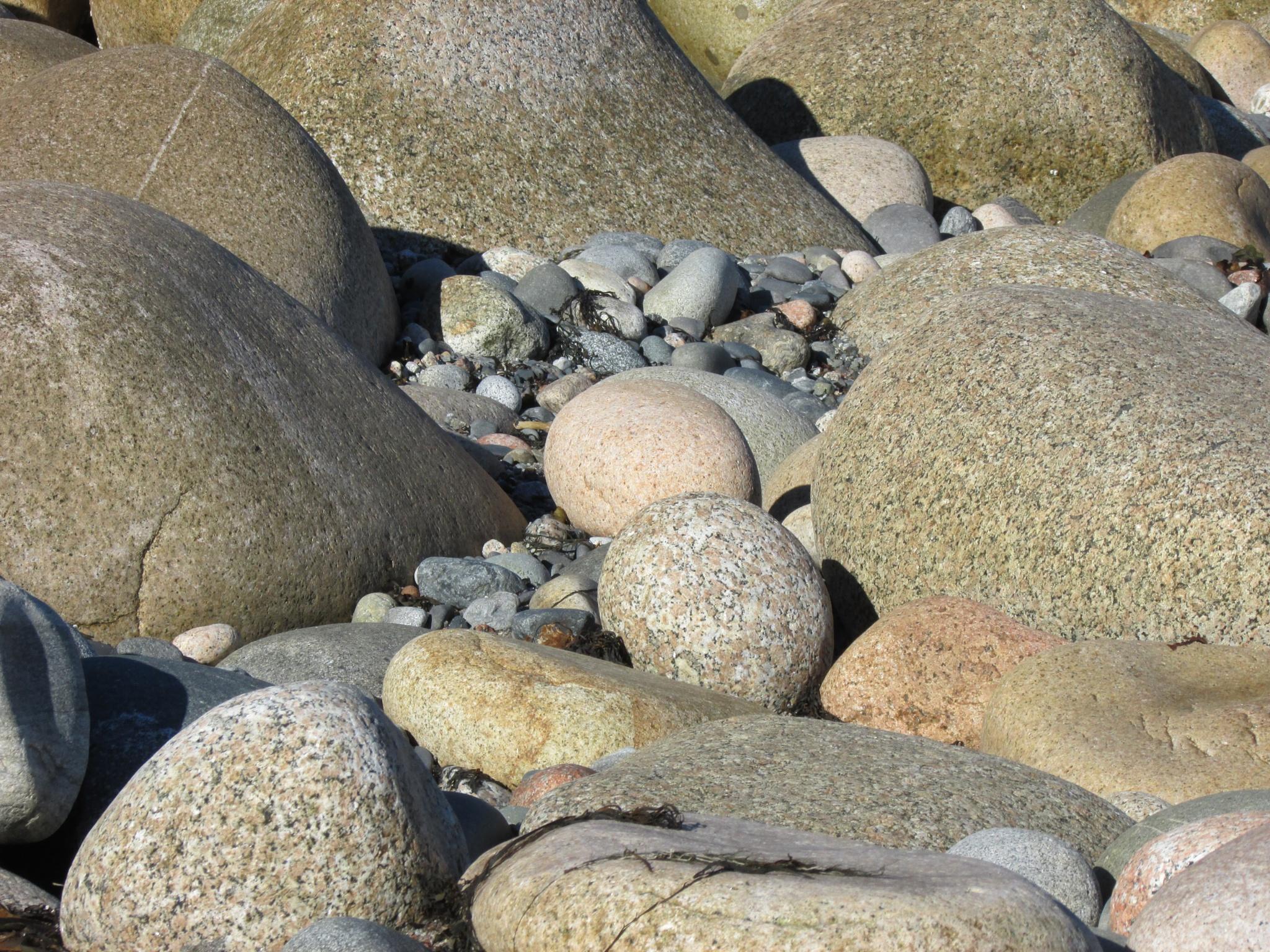 Nesting Rocks by beamer2home