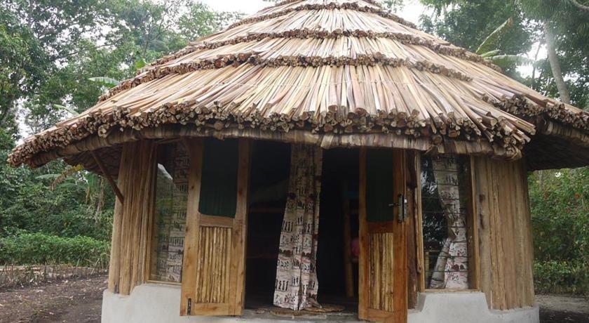 African hut by Peter Rujabuka