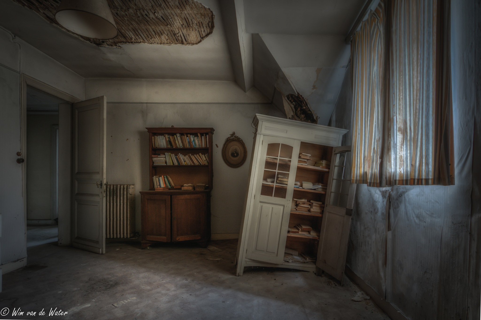 The room with the bookcase by wjwater
