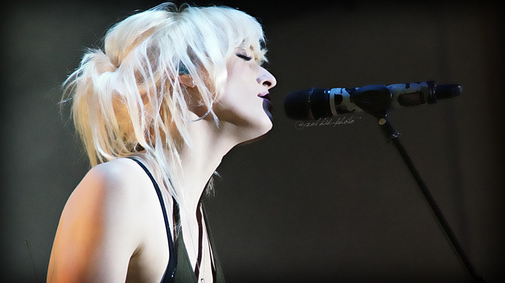 Jenny Ball  by @axel hid-photo