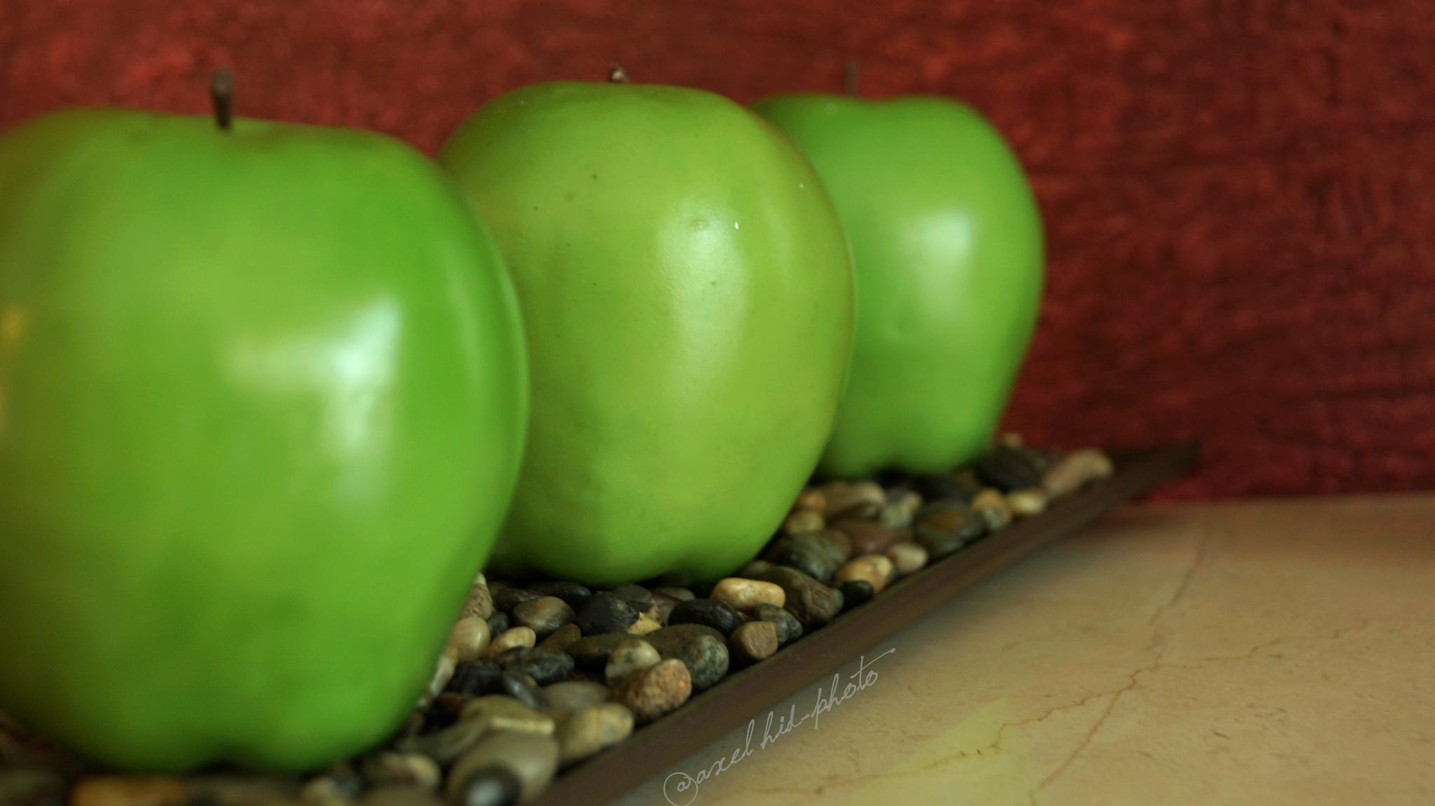 green apples by @axel hid-photo