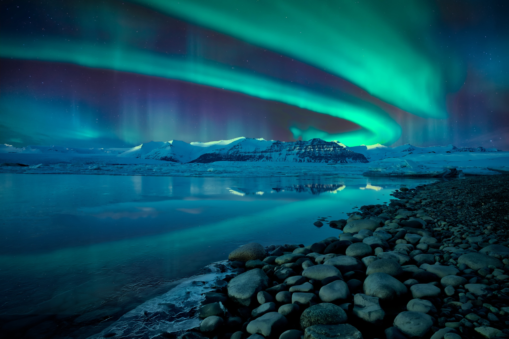 Northern lights over glacier lagoon by William Yu Photography