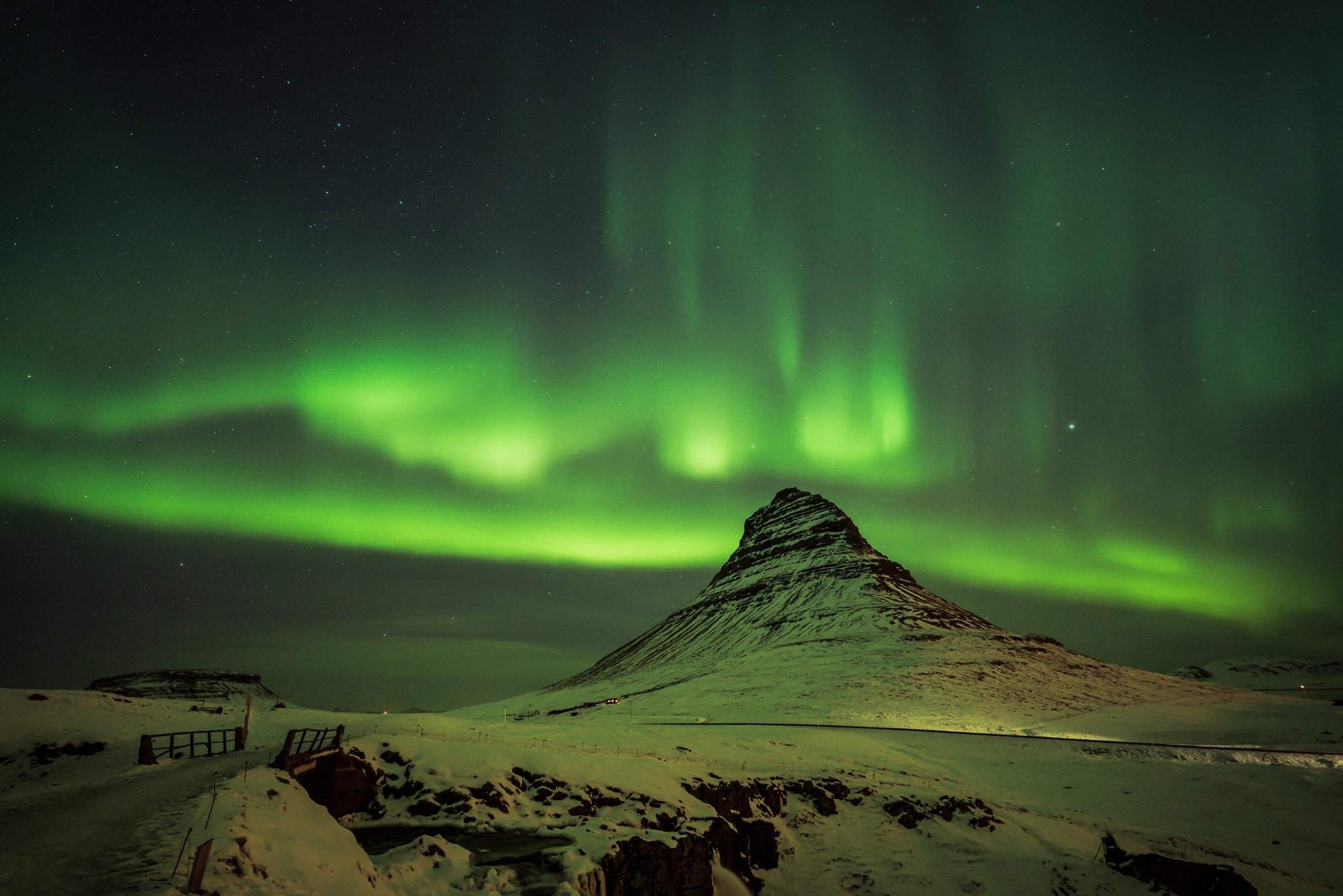 Northern lights over Kirkjufell by William Yu Photography