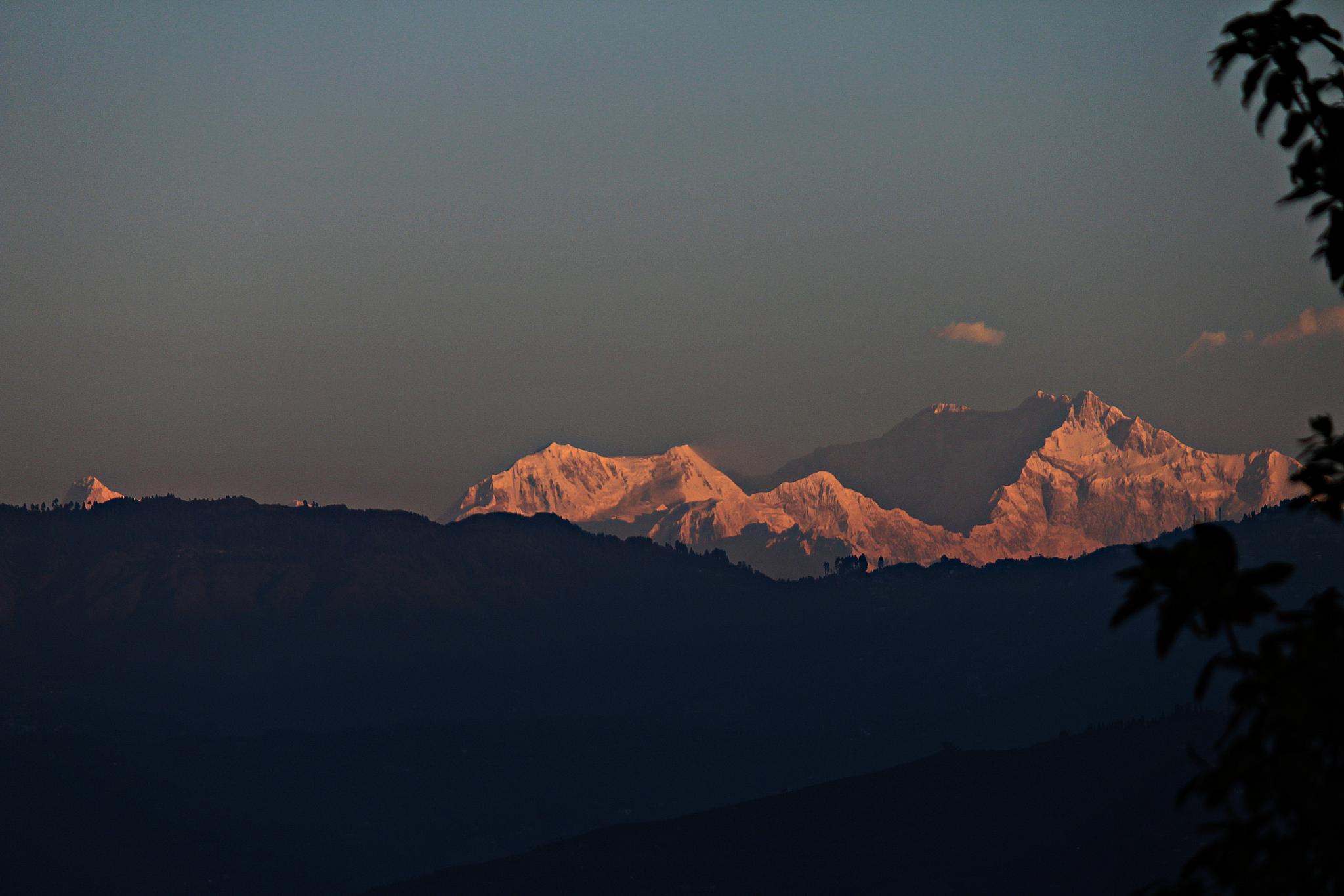 Kanchejonga Peak by bodhisatya
