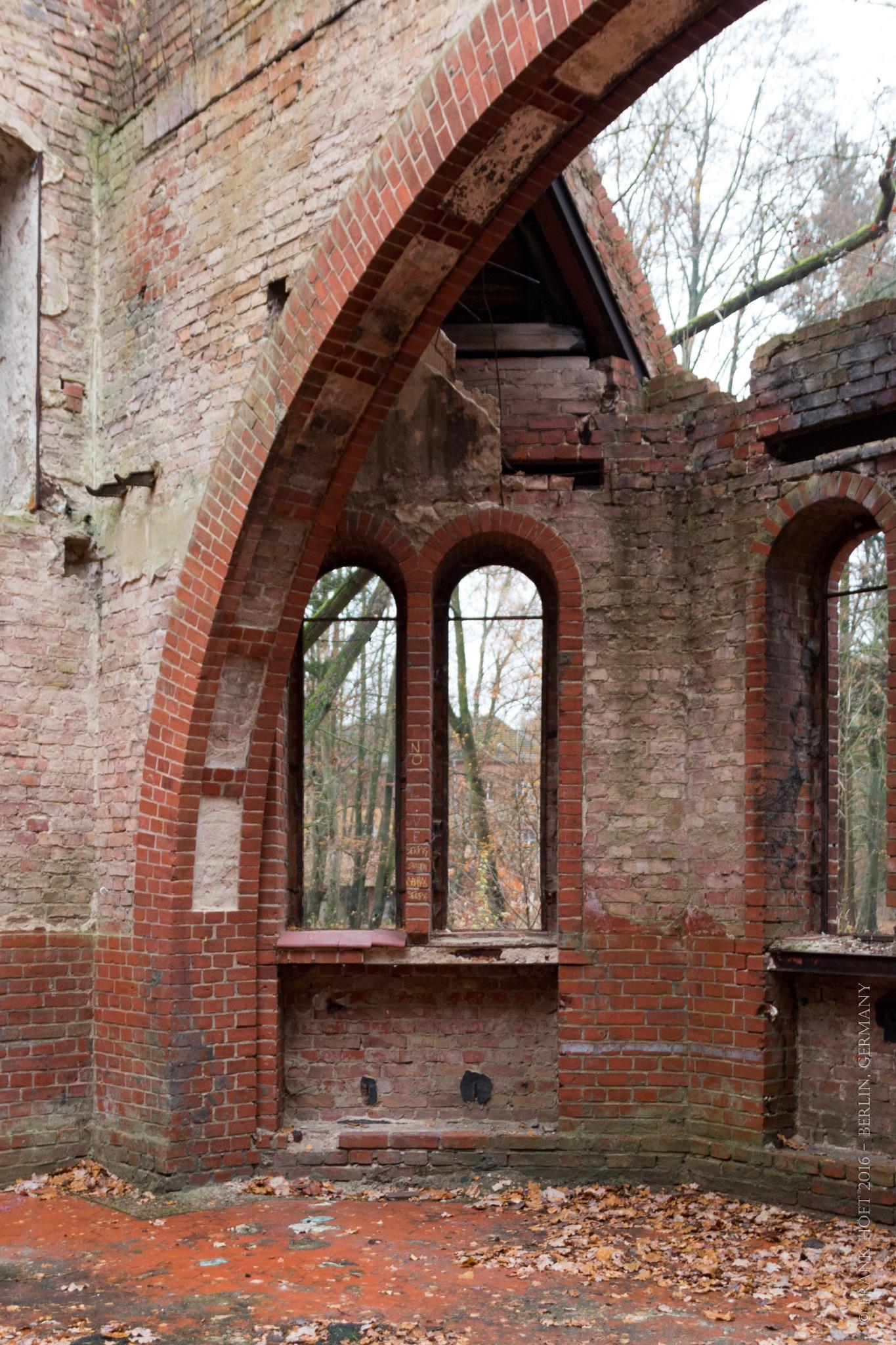broken church by Frank Höft