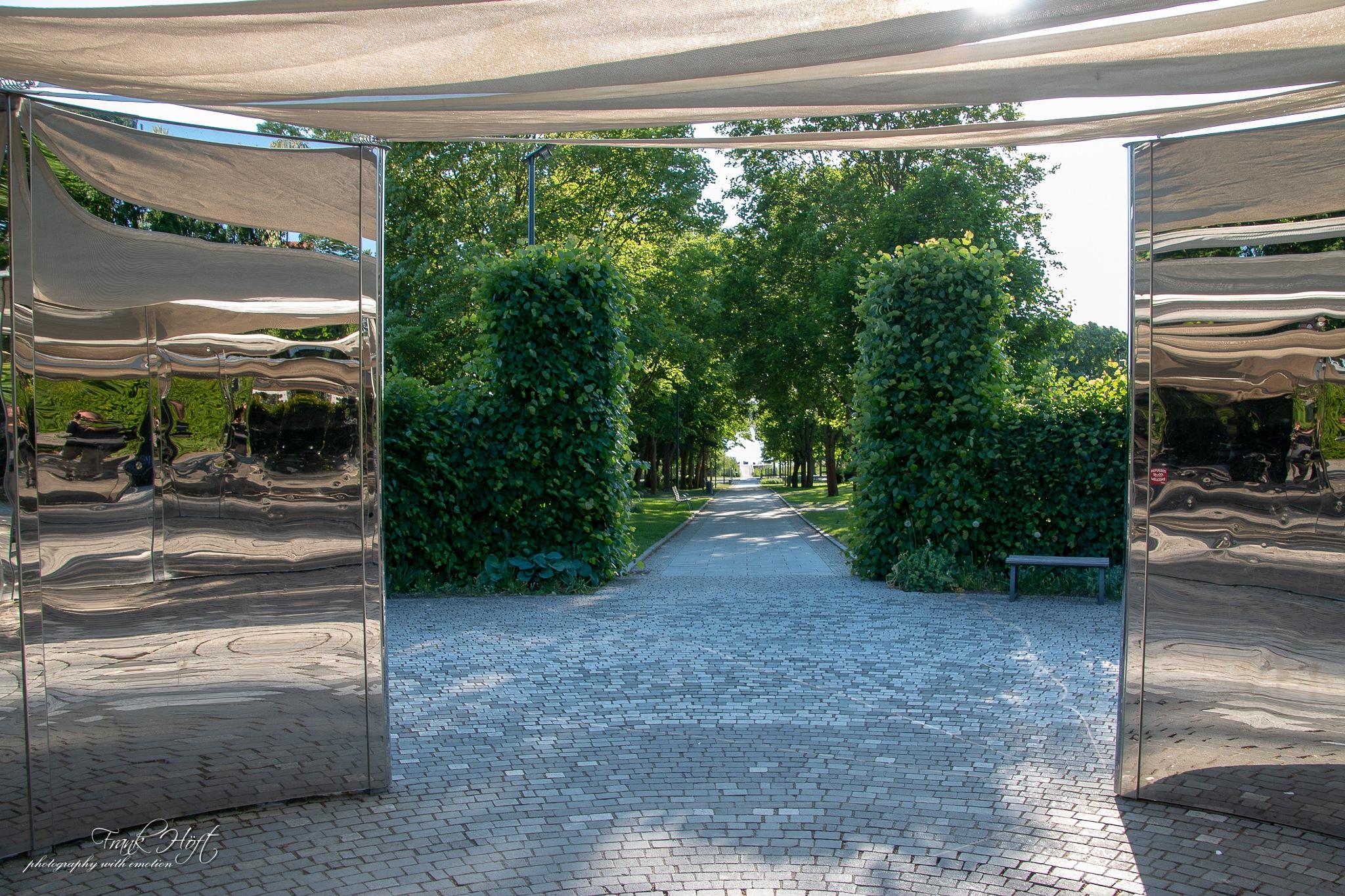 mirror space by Frank Höft