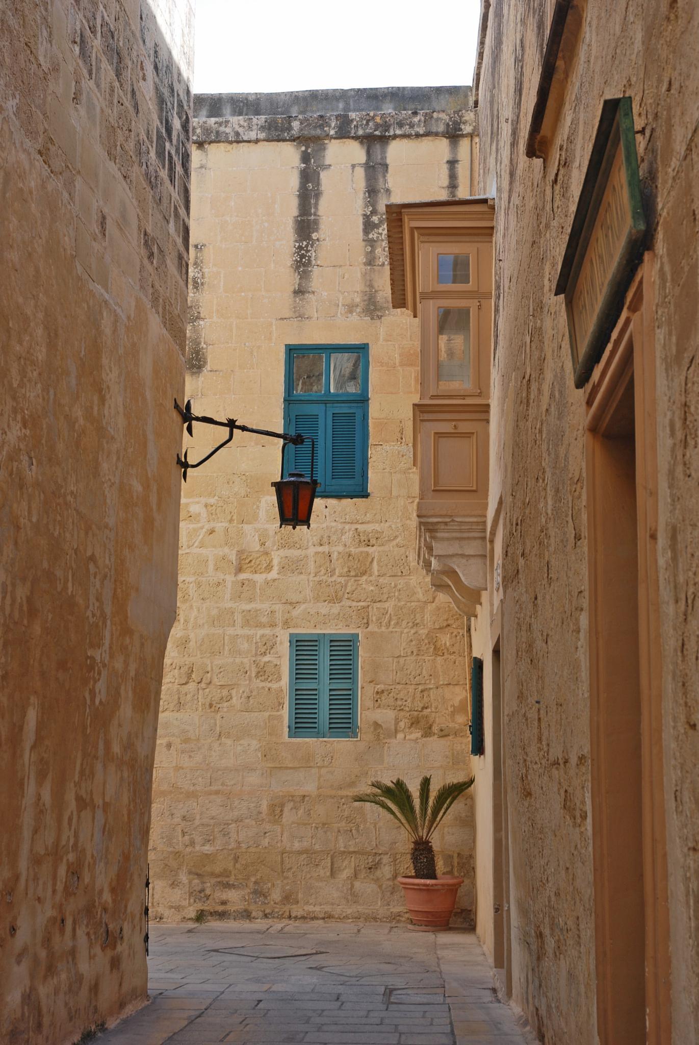 cramped quarters, Mdina, Malta by leena.ekroth