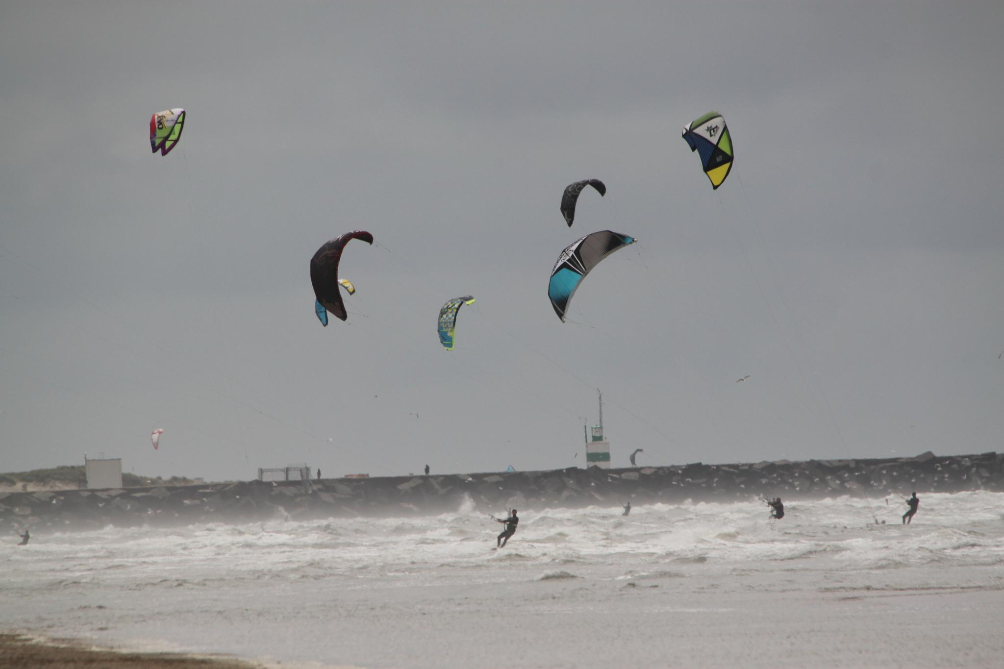 kite surfing by Sijb Huijser