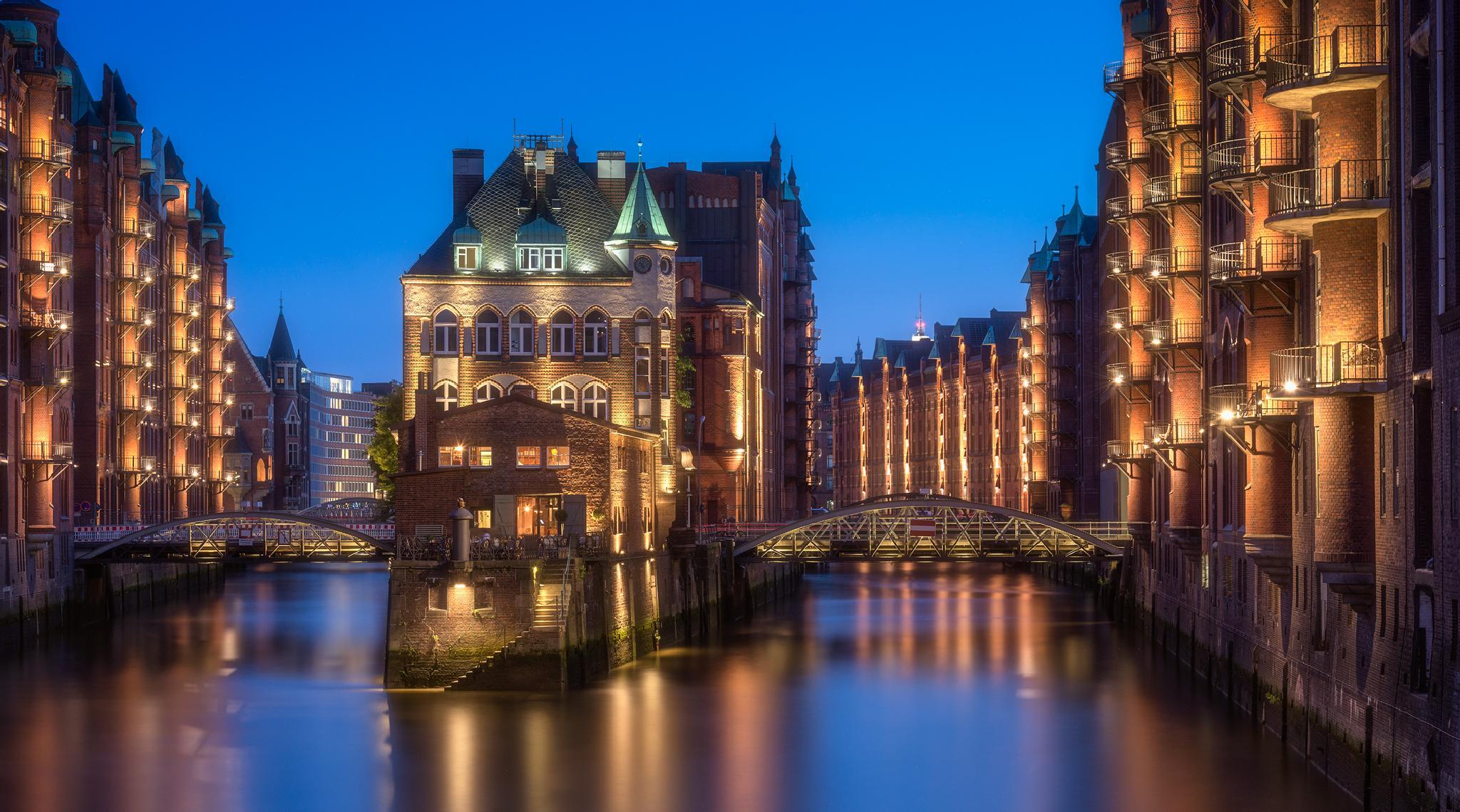 Hamburg Speicherstadt by Oliver Knist