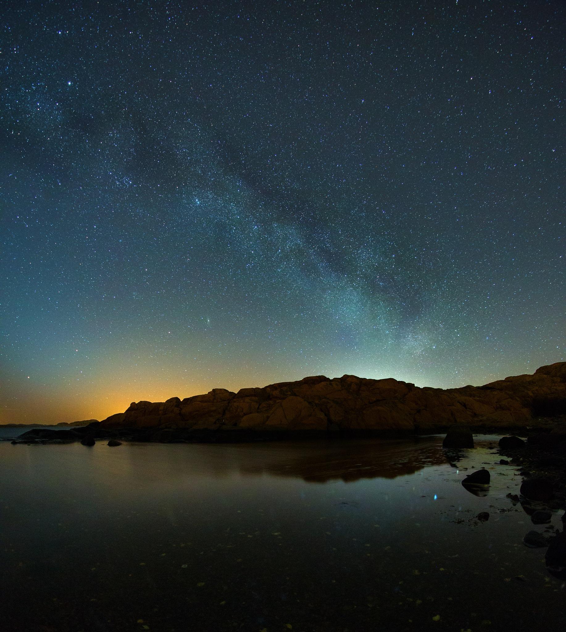 Night at the bay by Pär Ohlson