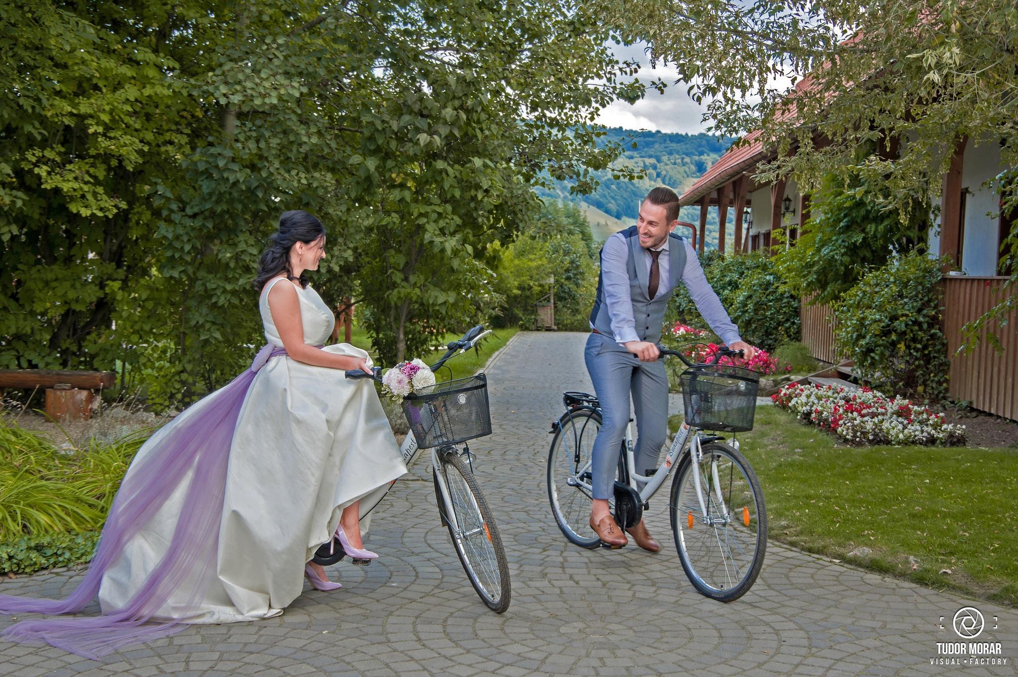 Ionut & Alina @ Conacul Secuiesc, Coltesti, cycling :) by Tudor Morar Visual Factory