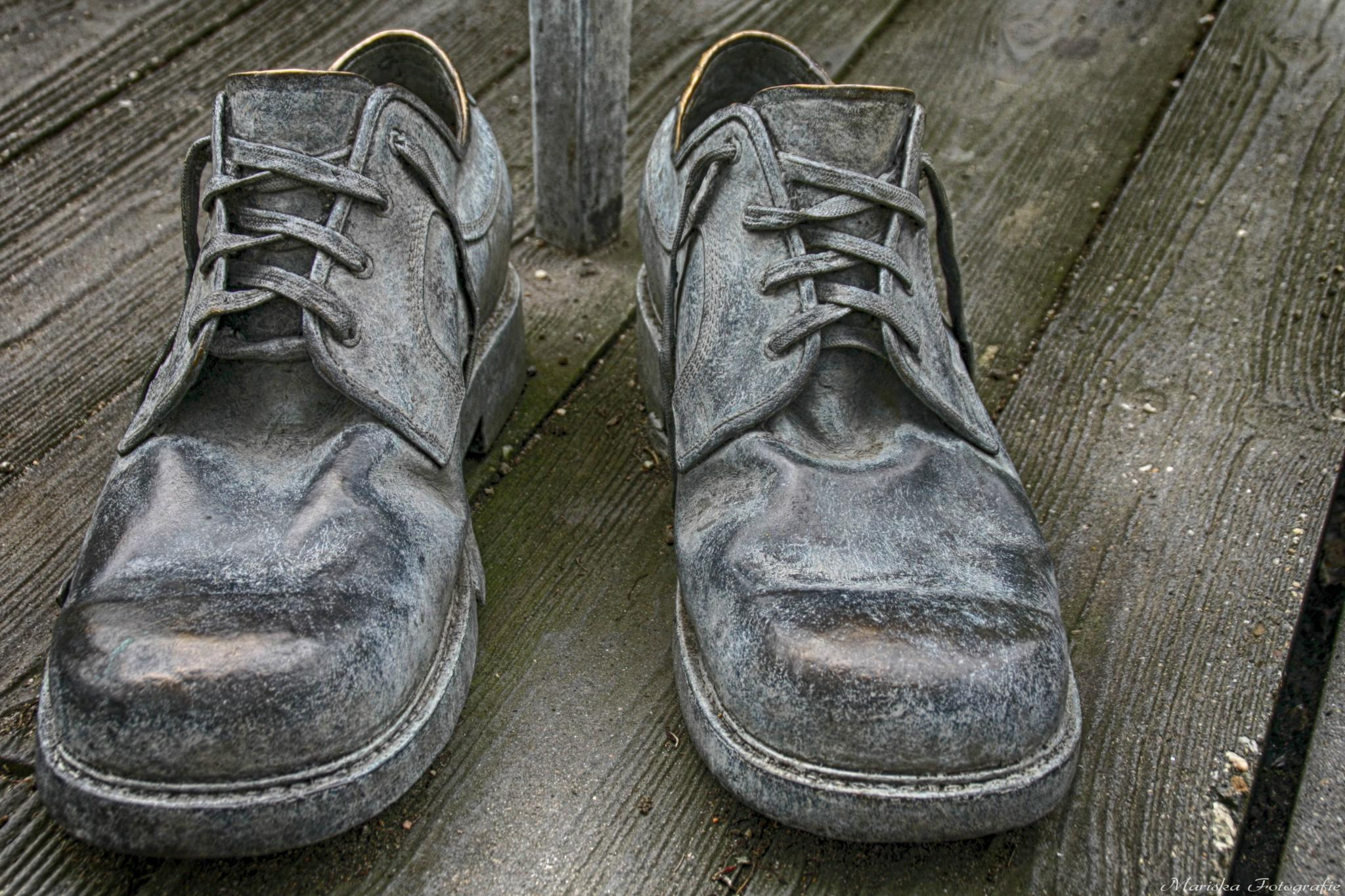 The shoes from the giant Rigardus Rijnhout R.I.P by Chaynasa