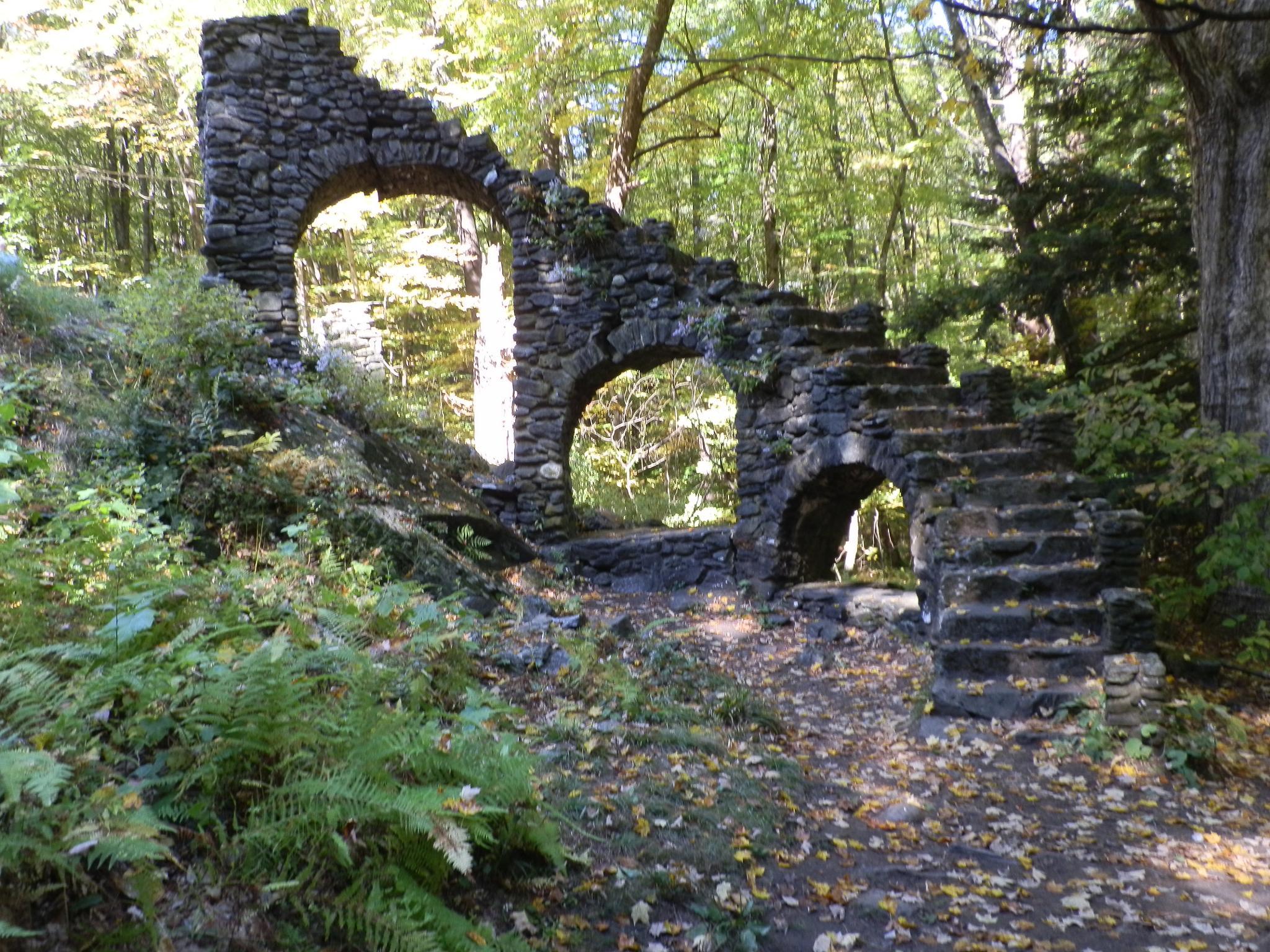 Castle ruins by BobJohnston