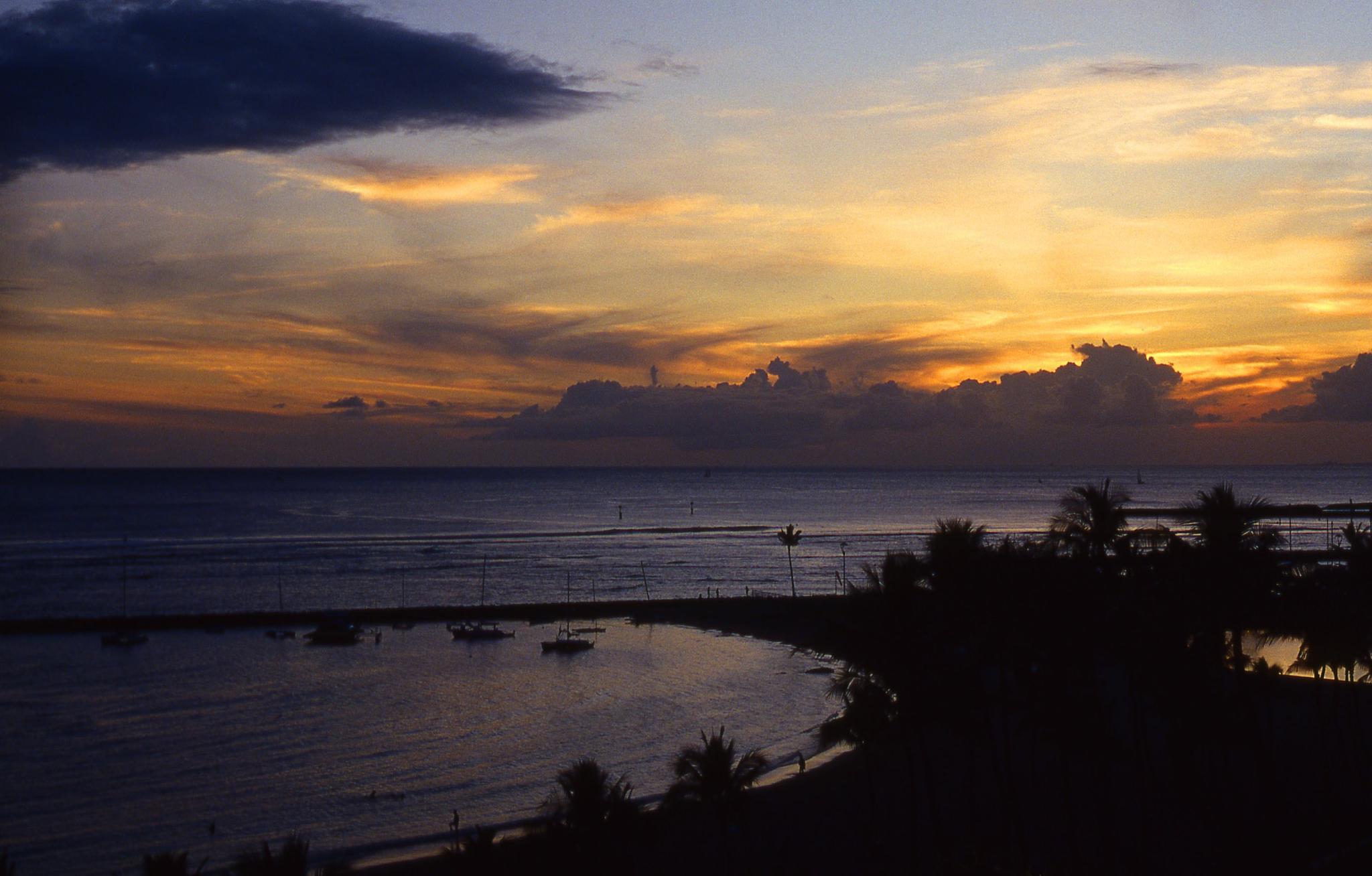Waikiki by dusk by ninekses