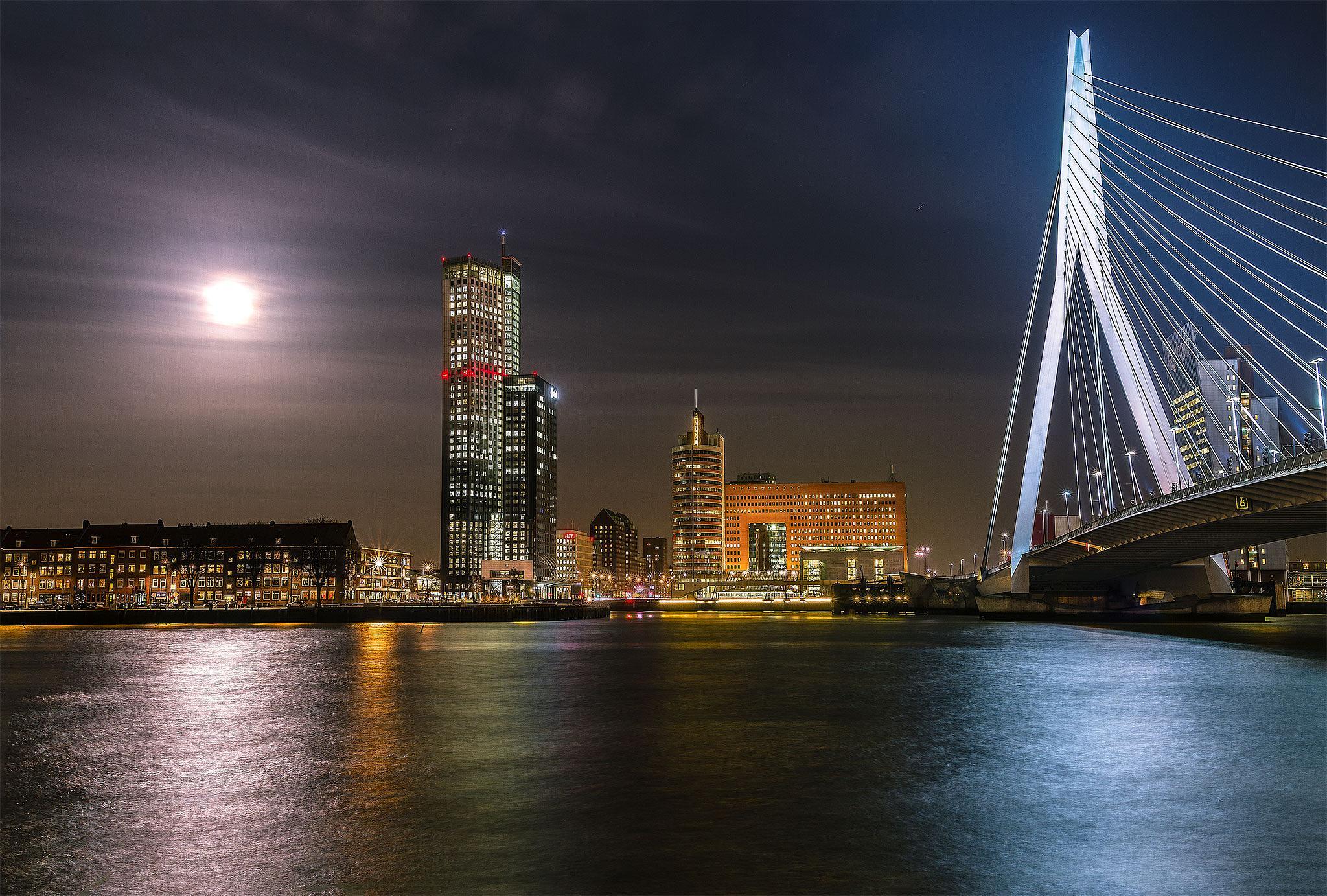 Maas Tower and Erasmusbridge by Rémon Lourier