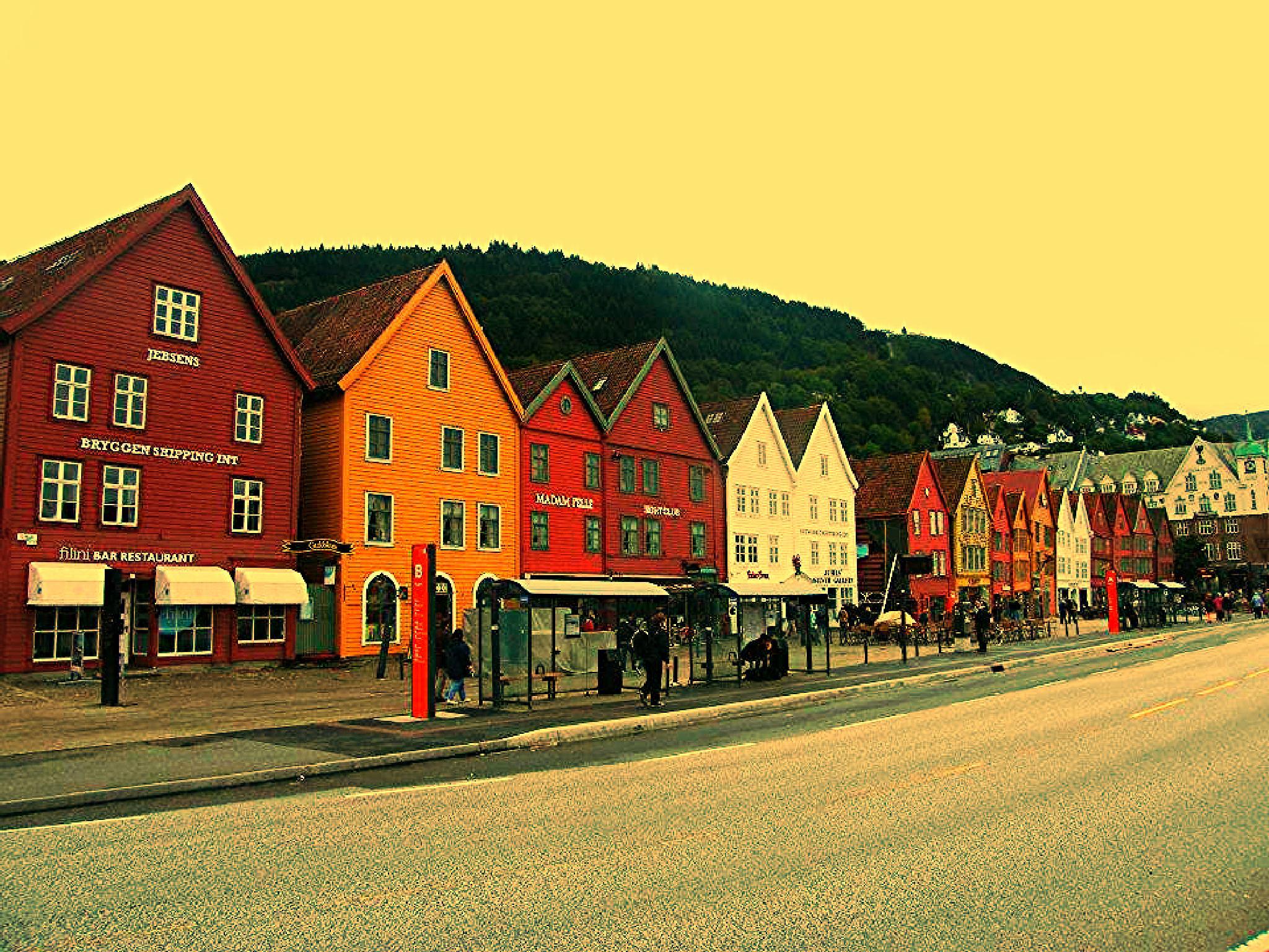 Bryggen, Norway by adrian pendlebury