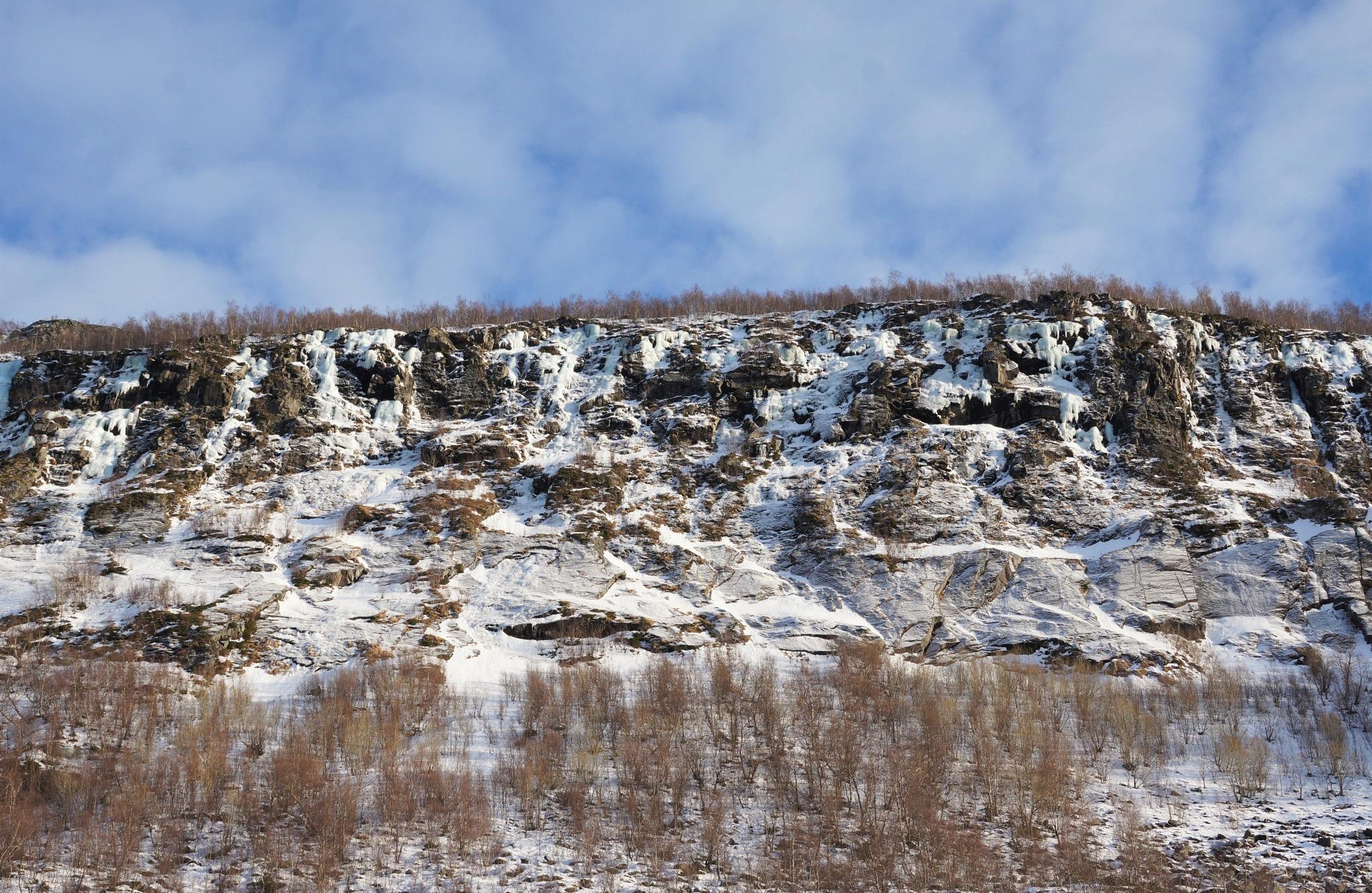 Wall of stone by joeilert