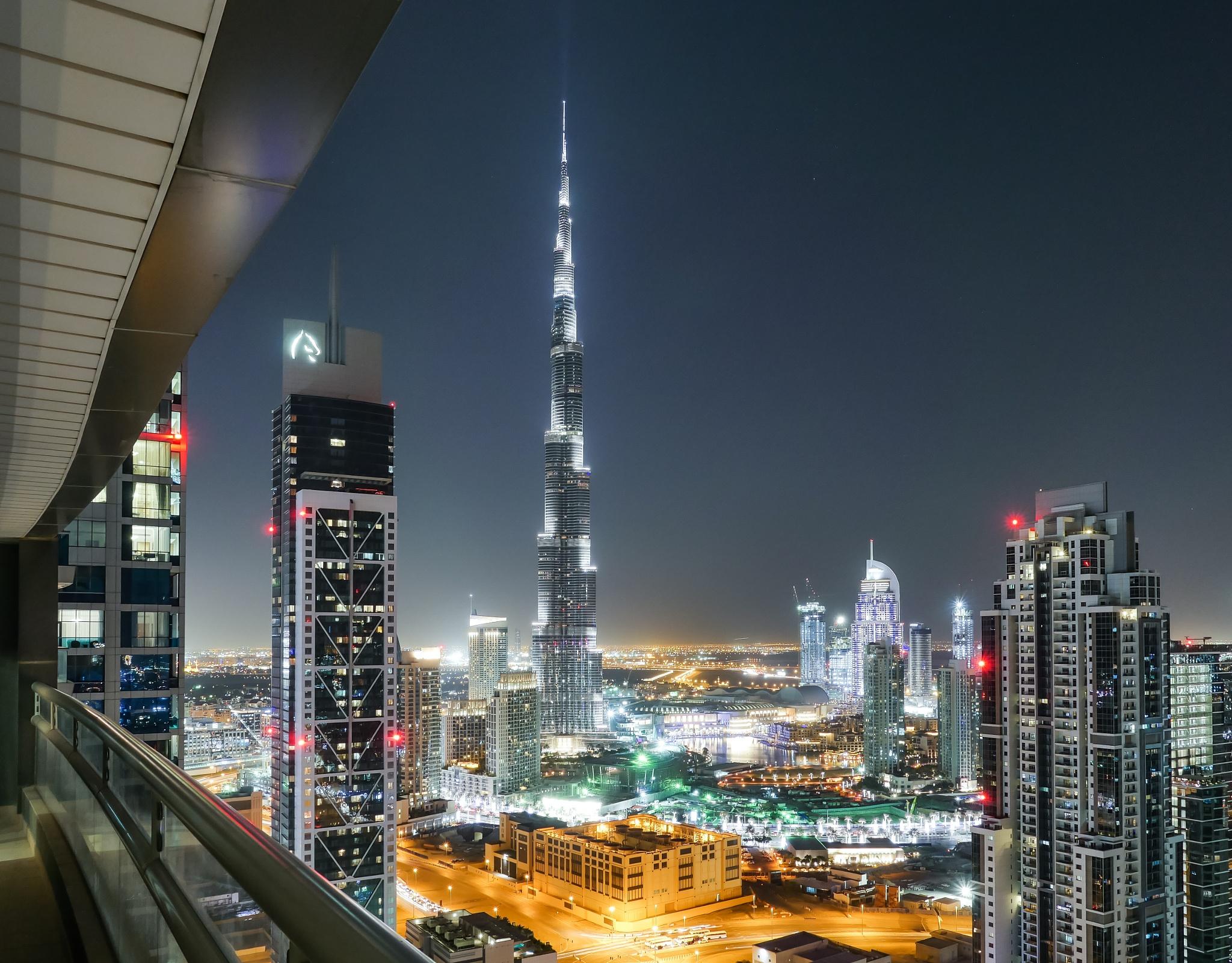 Dubai by Komisantto