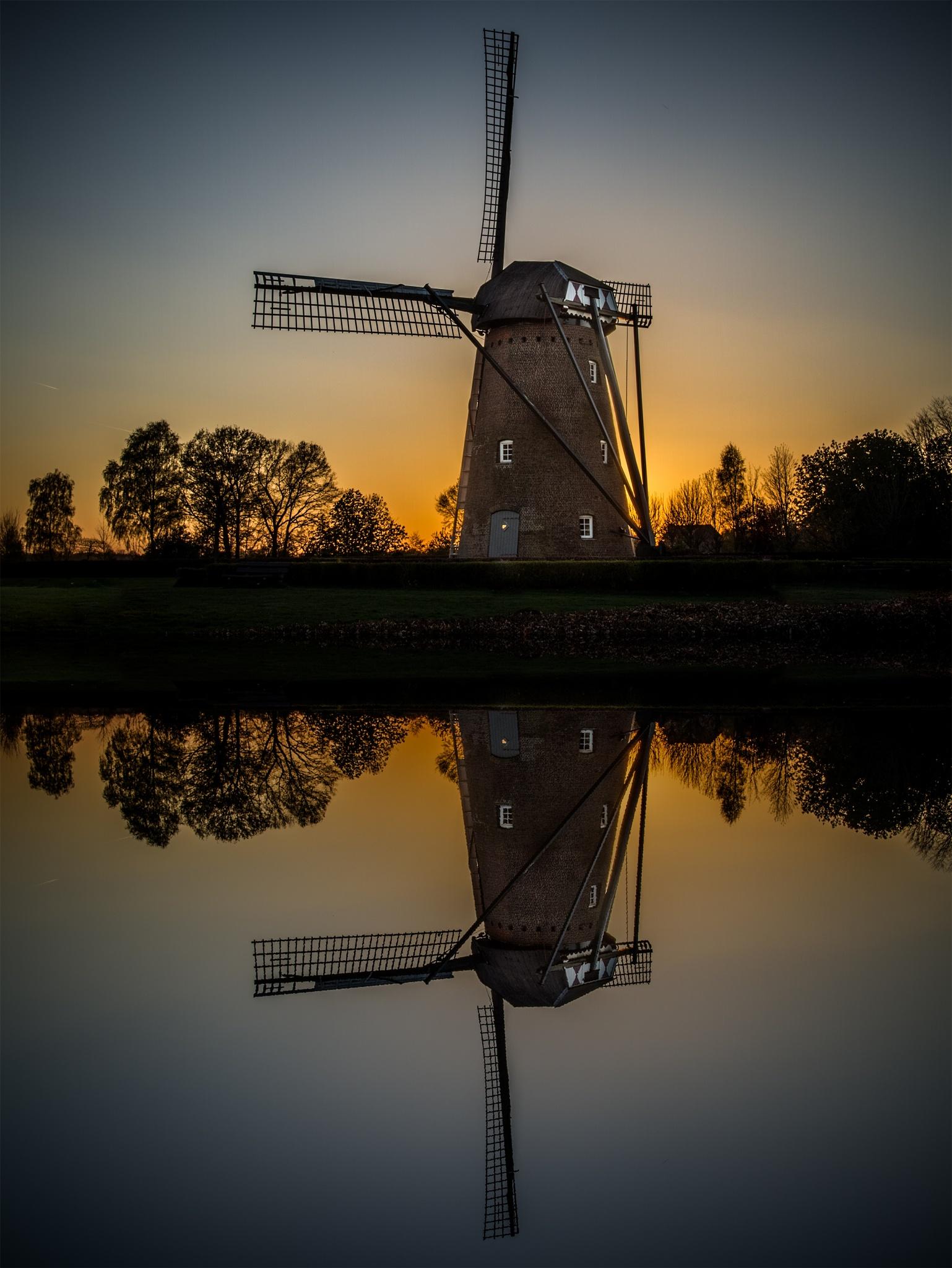 Old mill by sunset by Patrick de Vleeschauwer.