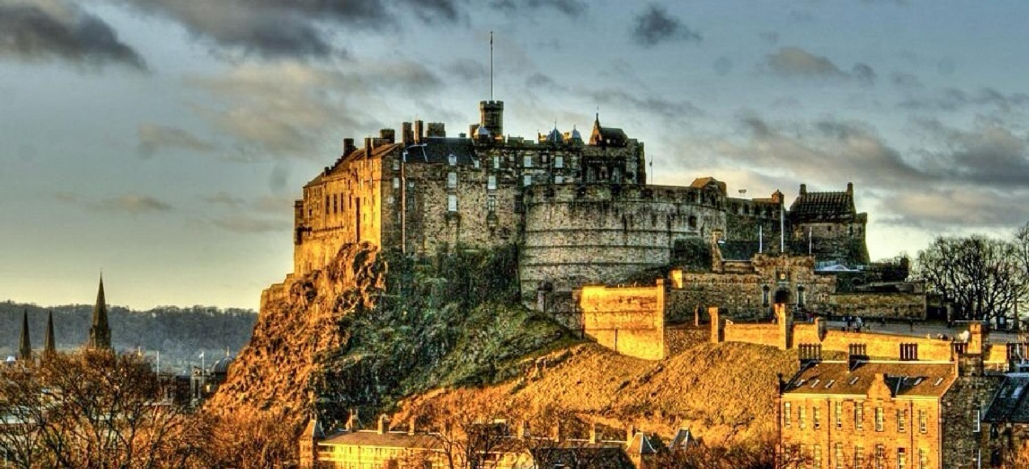 Edinburgh Castle and the setting of the sun. by Scottish Landscapes