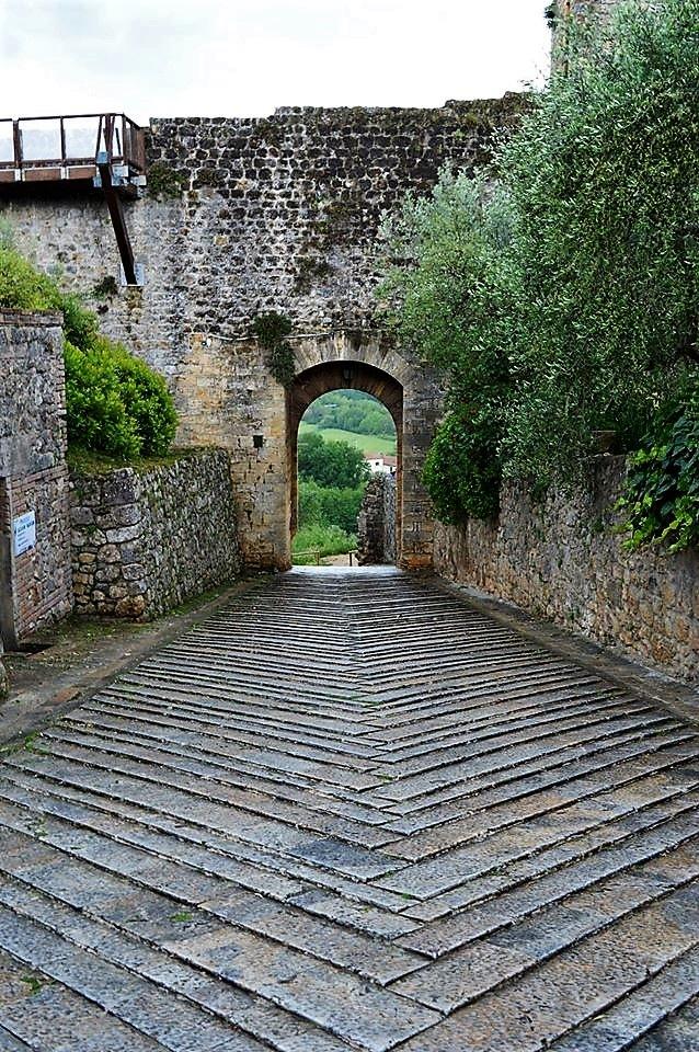 Monteriggioni by Giulio
