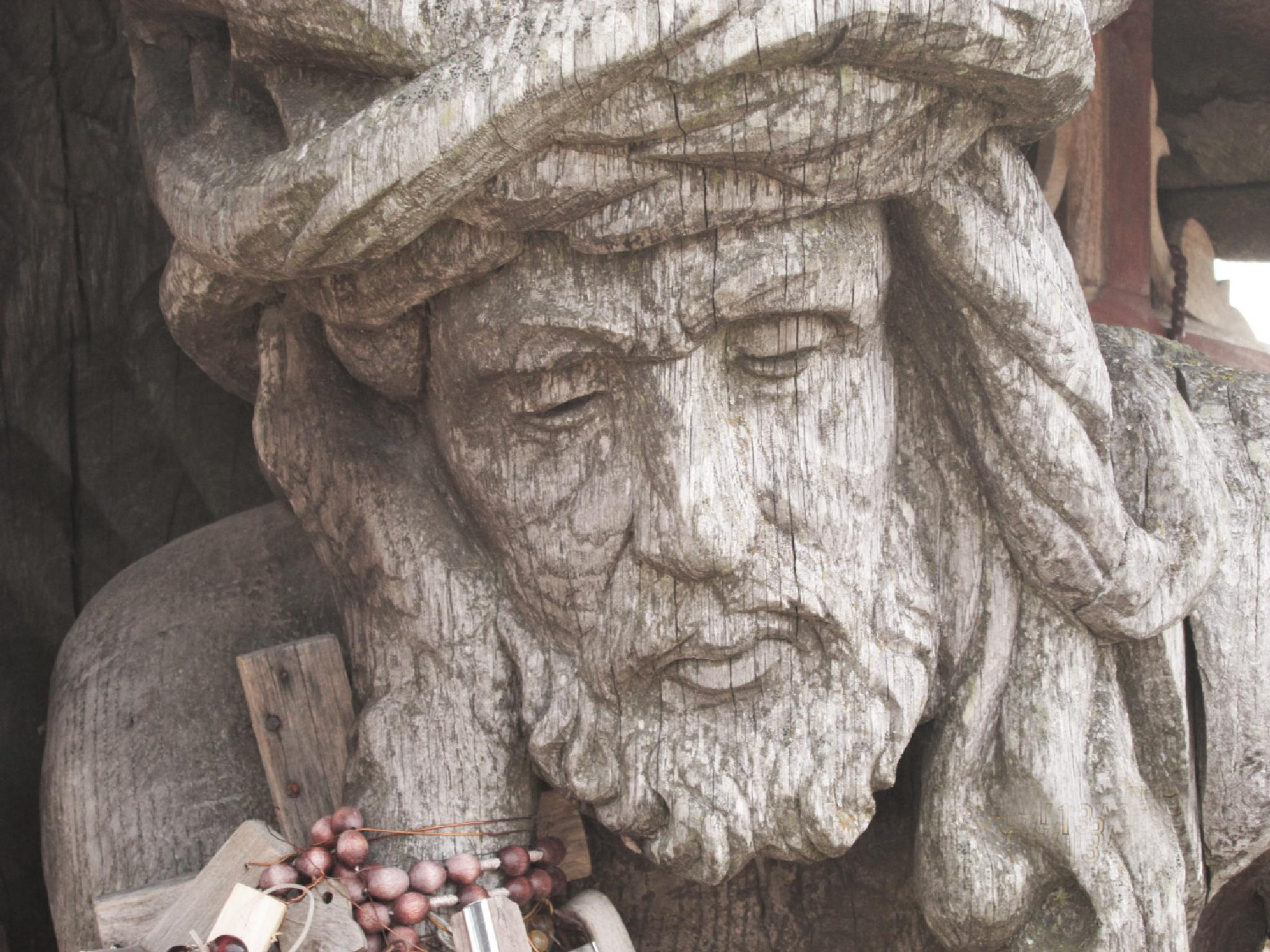 Christ face wood carving by RutaS